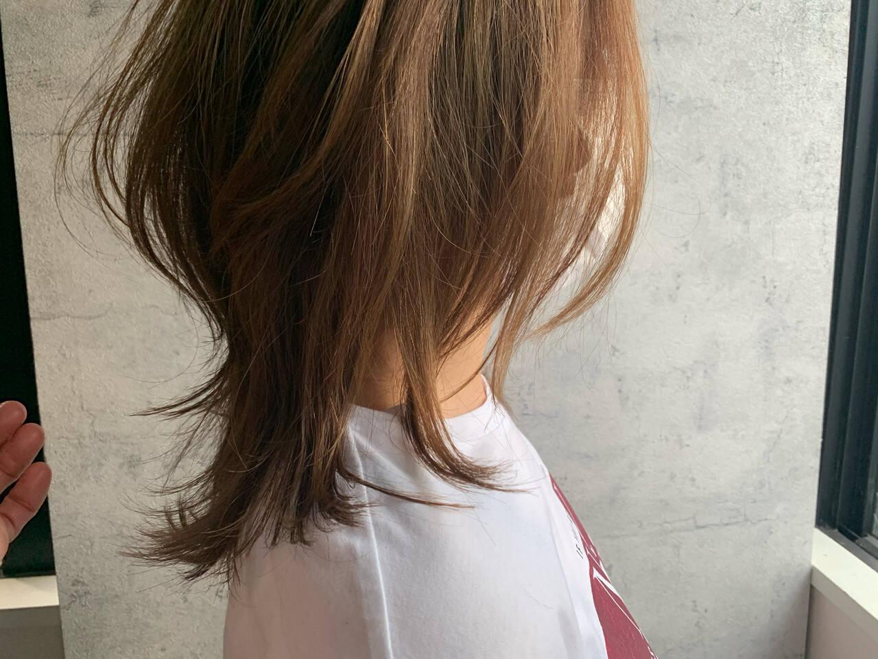 ミディアム ウルフカット ナチュラル ニュアンスウルフヘアスタイルや髪型の写真・画像