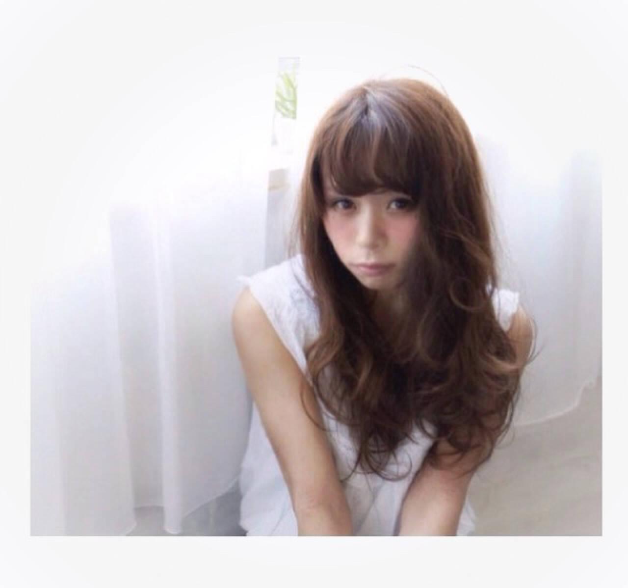 暗髪 ゆるふわ ガーリー フェミニンヘアスタイルや髪型の写真・画像