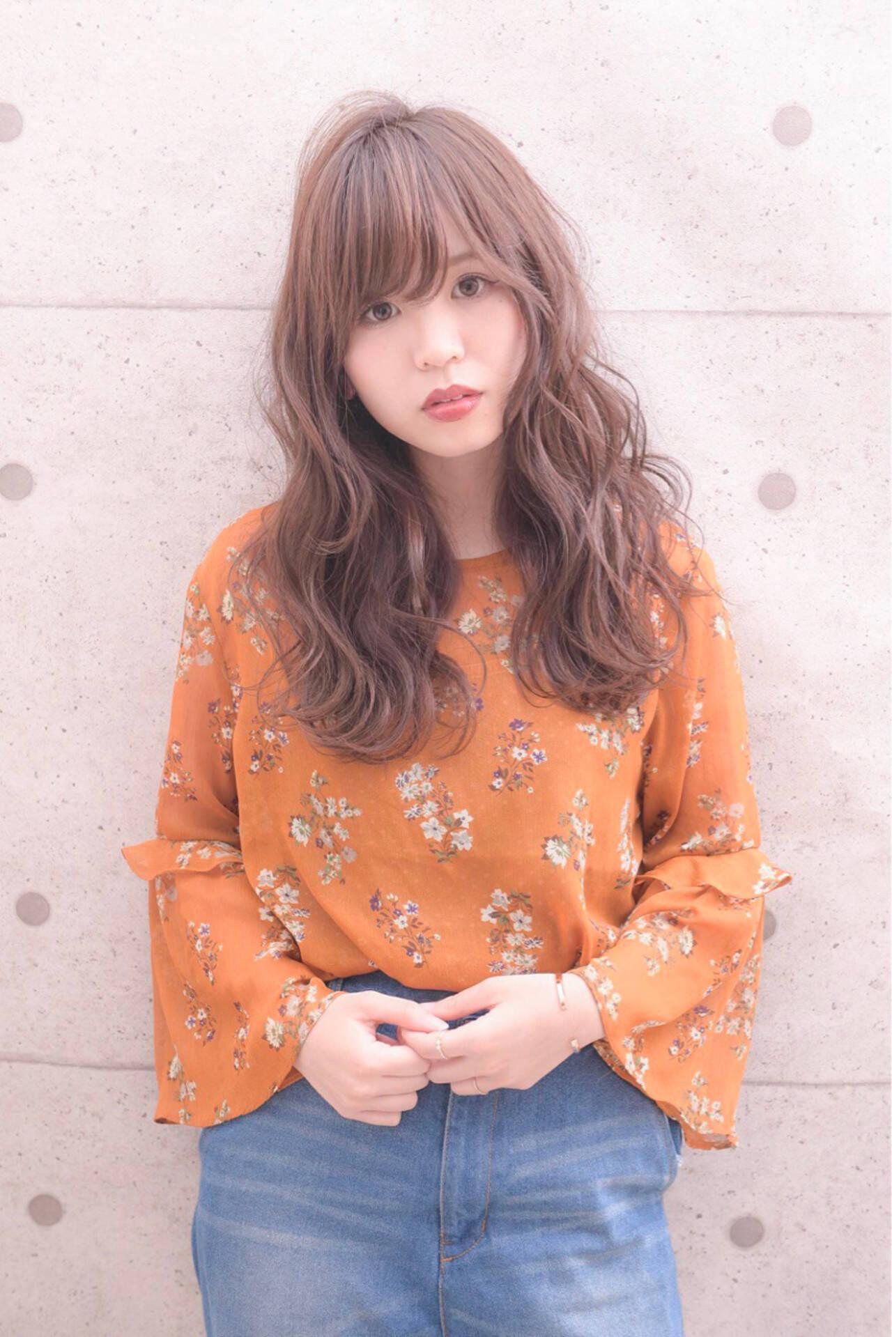 ロング ゆるふわ 外国人風カラー グレージュヘアスタイルや髪型の写真・画像