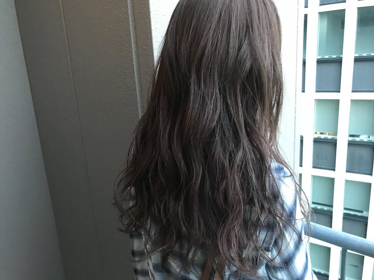 透明感 ロング デート グレージュヘアスタイルや髪型の写真・画像