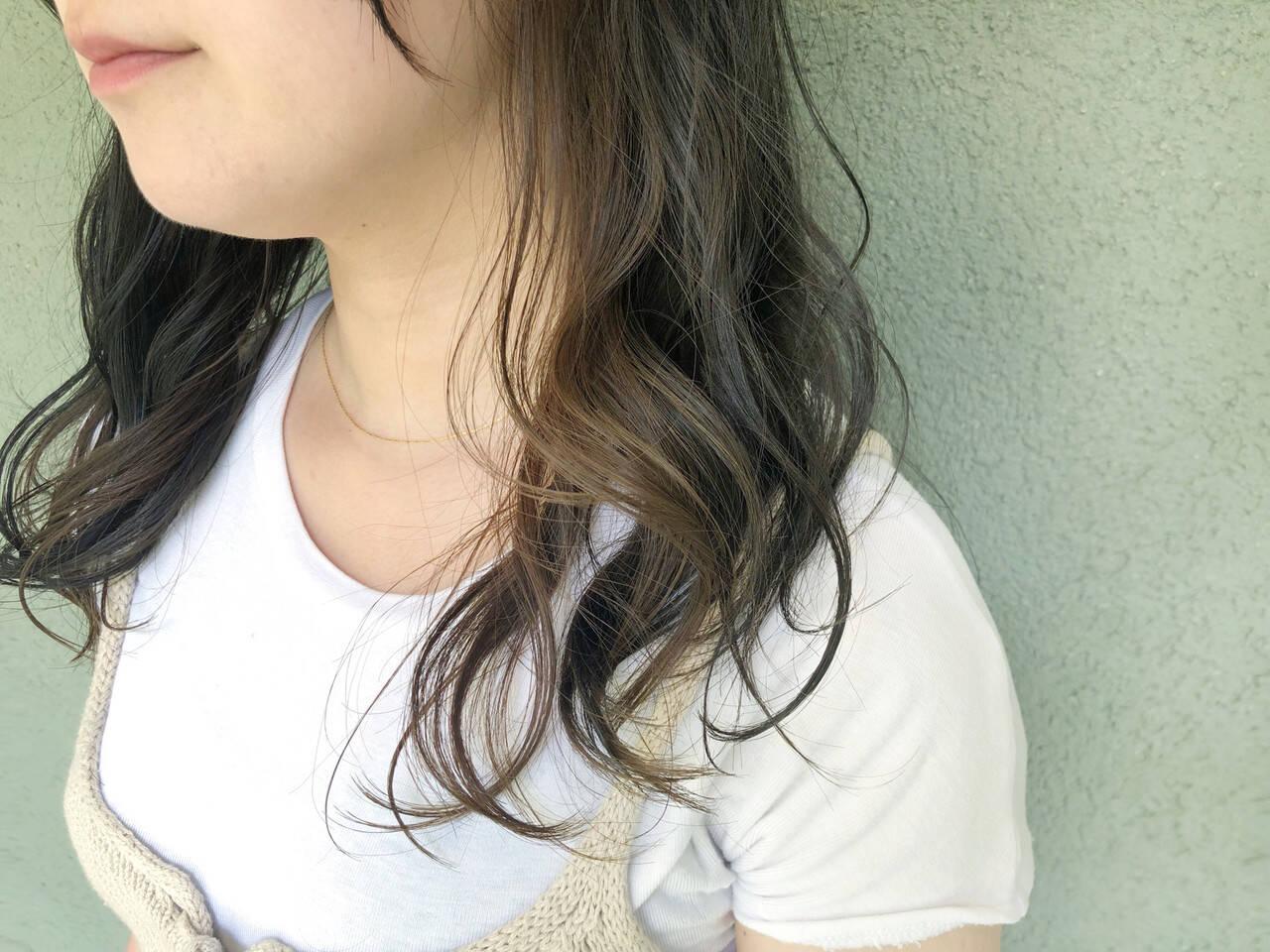 ナチュラル 3Dカラー ヘアカラー インナーカラーヘアスタイルや髪型の写真・画像