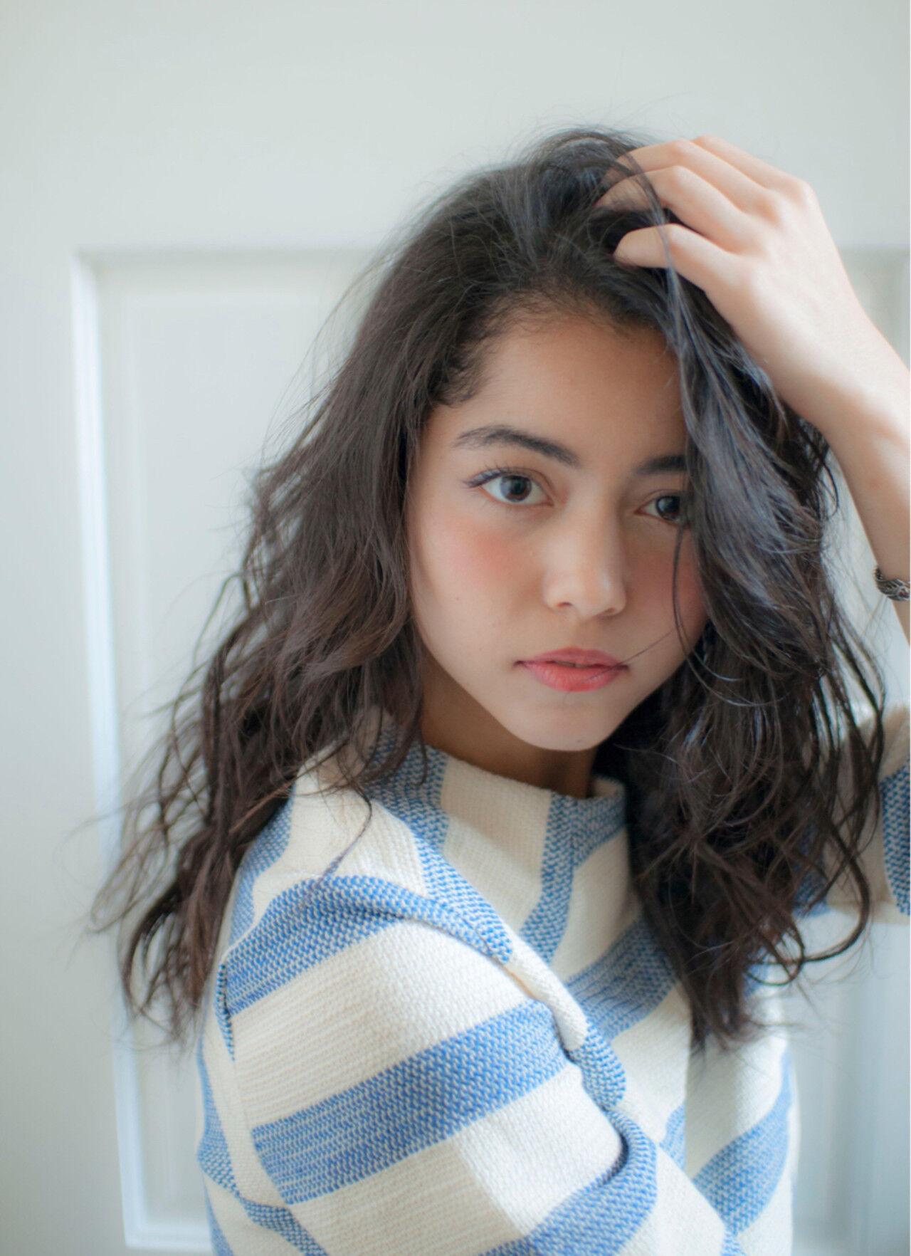 ウェーブ パーマ 外国人風 セミロングヘアスタイルや髪型の写真・画像