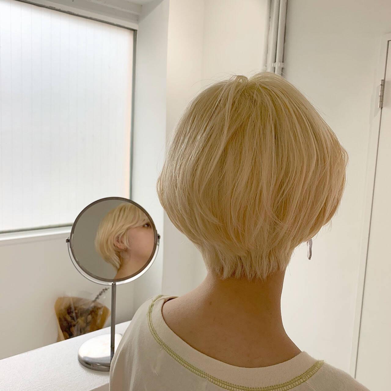 ブリーチ ベリーショート ハイトーン ブロンドカラーヘアスタイルや髪型の写真・画像