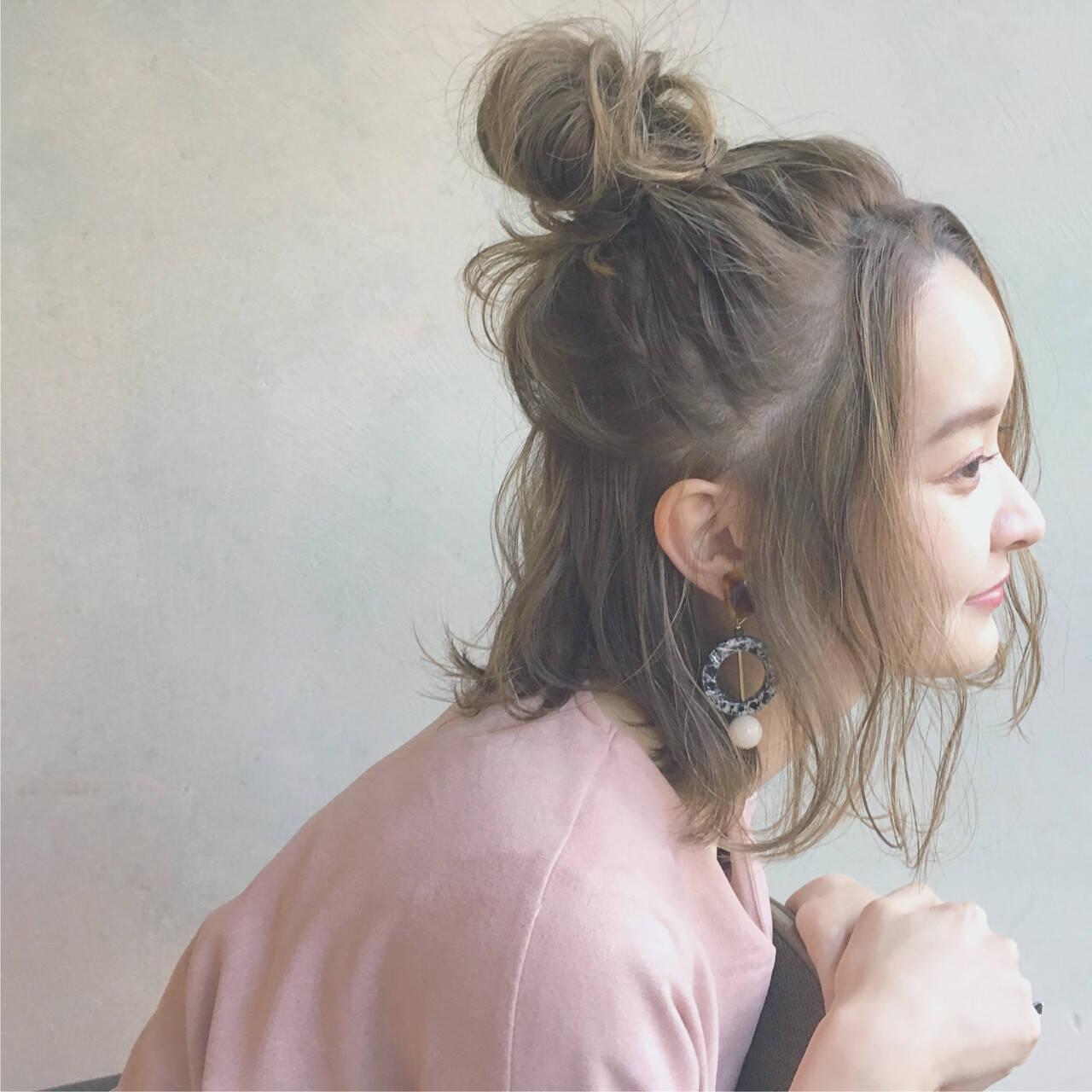 ハーフアップ ニュアンス こなれ感 ハイライトヘアスタイルや髪型の写真・画像