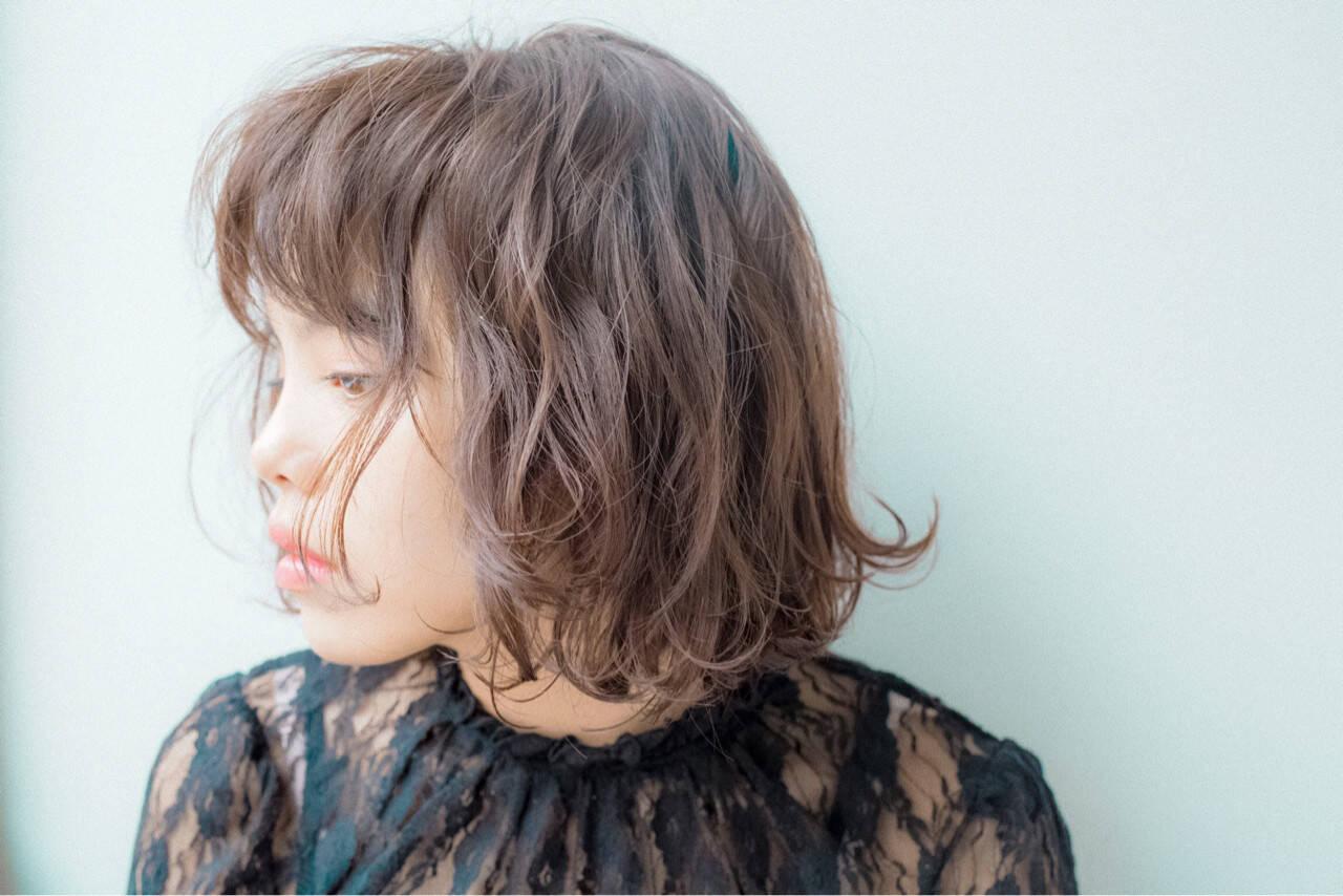 外国人風 ウェーブ ウェットヘア 暗髪ヘアスタイルや髪型の写真・画像