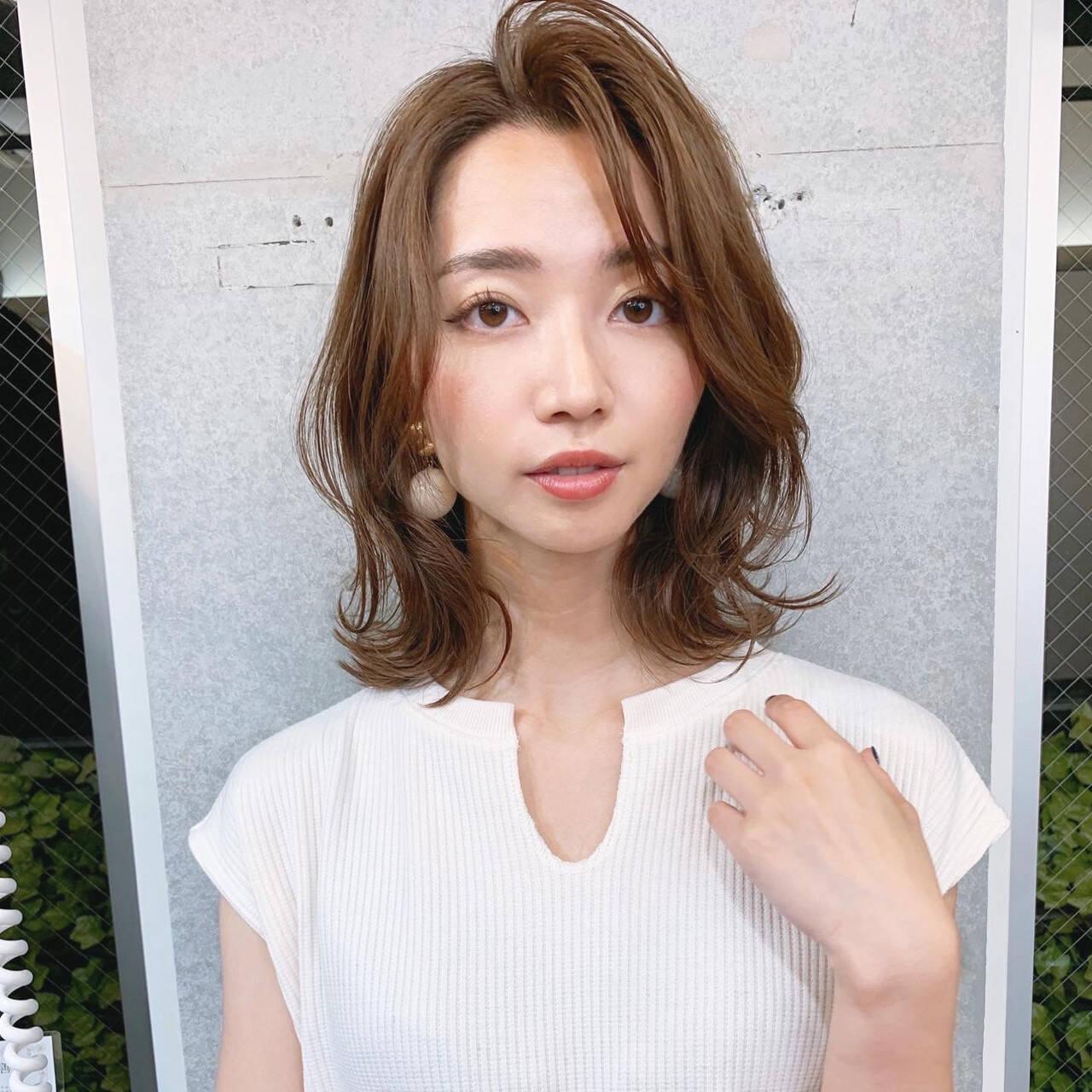 レイヤーカット 韓国風ヘアー 長めバング 大人女子ヘアスタイルや髪型の写真・画像
