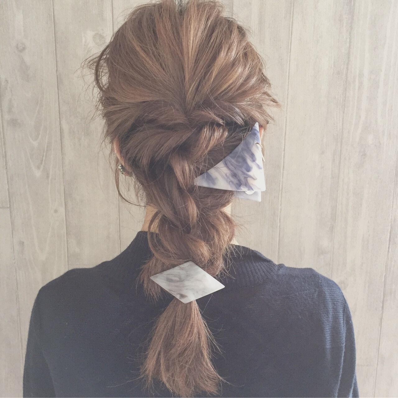 セミロング 三角クリップ 大人女子 大人かわいいヘアスタイルや髪型の写真・画像