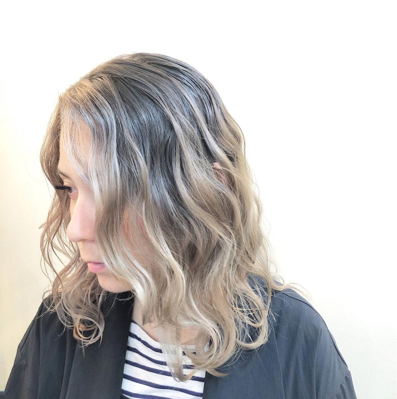グラデーションカラー ミディアム ハイライト バレイヤージュヘアスタイルや髪型の写真・画像