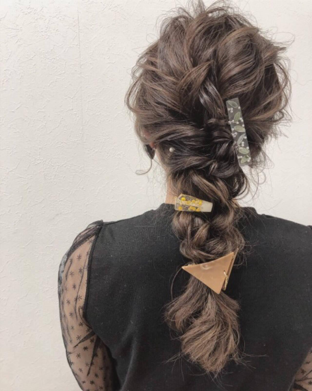 セミロング 編み込み フェミニン 結婚式ヘアスタイルや髪型の写真・画像