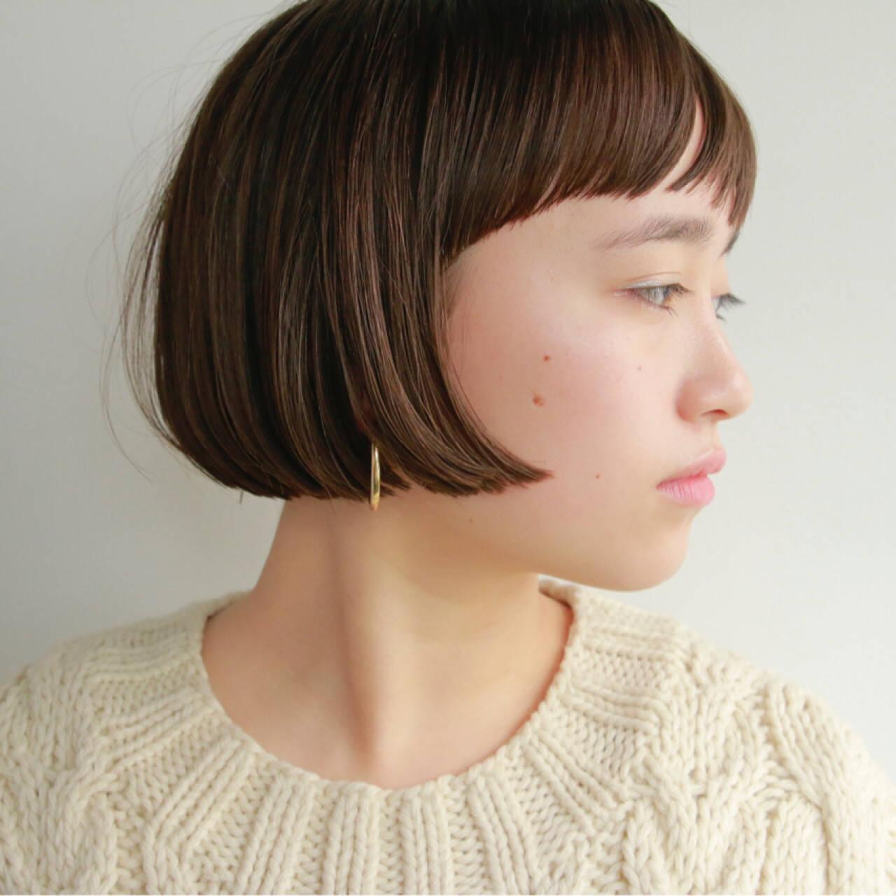 ボブ 秋冬ショート 前髪あり 切りっぱなしヘアスタイルや髪型の写真・画像