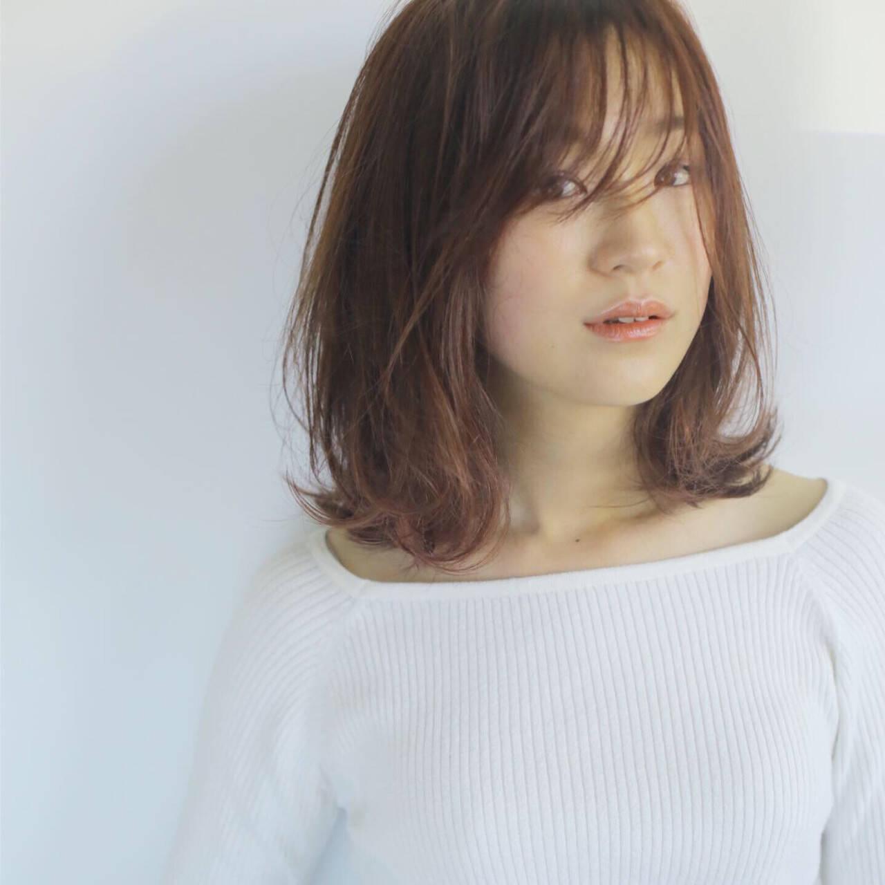 ロブ うざバング フェミニン ミディアムヘアスタイルや髪型の写真・画像