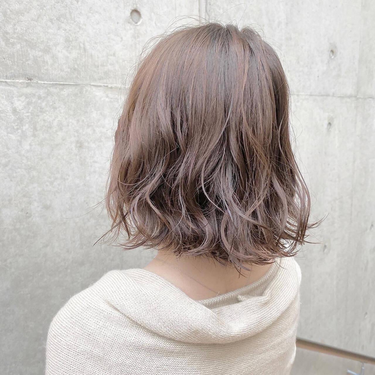 パーマ ブラウンベージュ ナチュラル ミルクティーベージュヘアスタイルや髪型の写真・画像