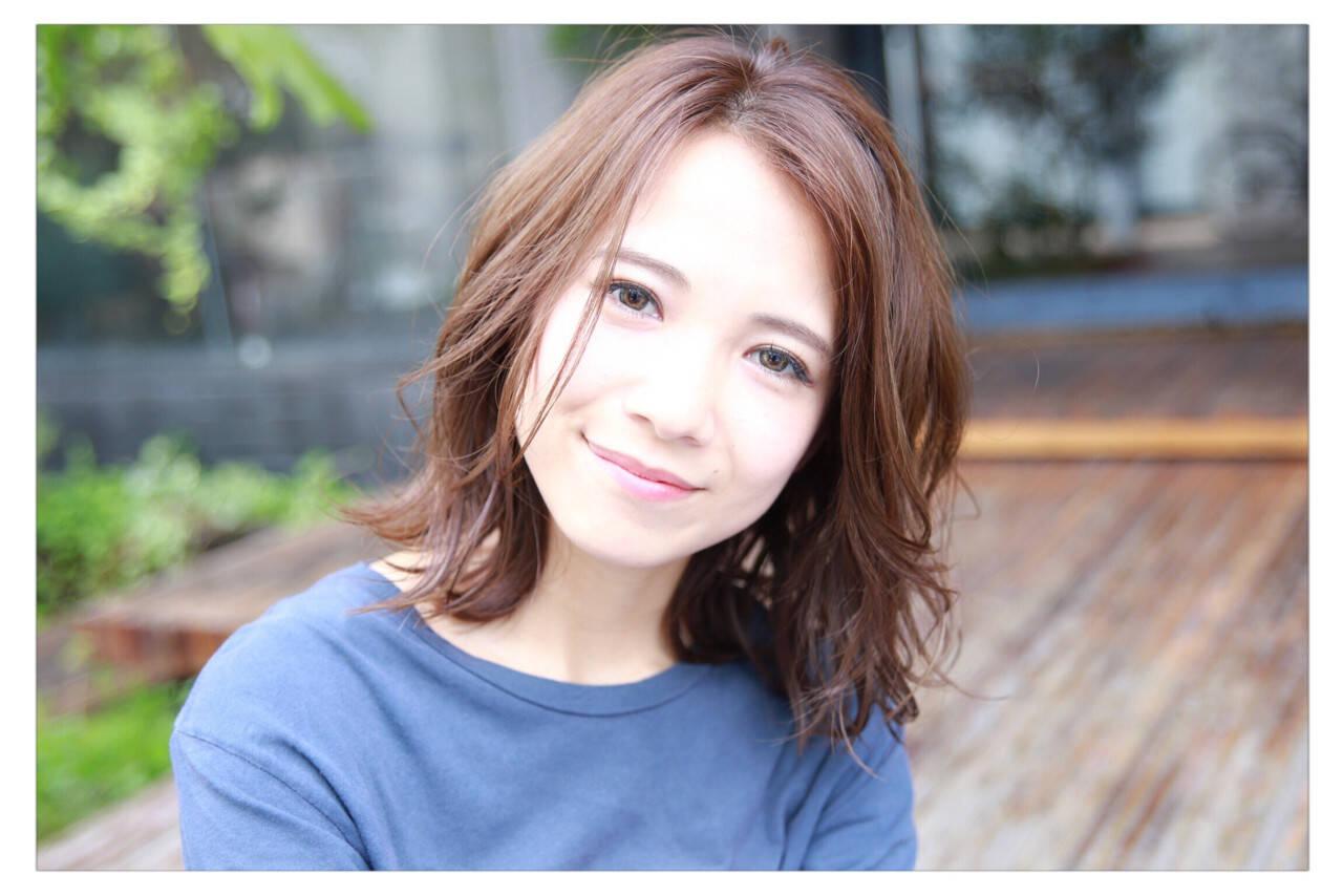 ベージュ ミディアム コンサバ ヘアアレンジヘアスタイルや髪型の写真・画像