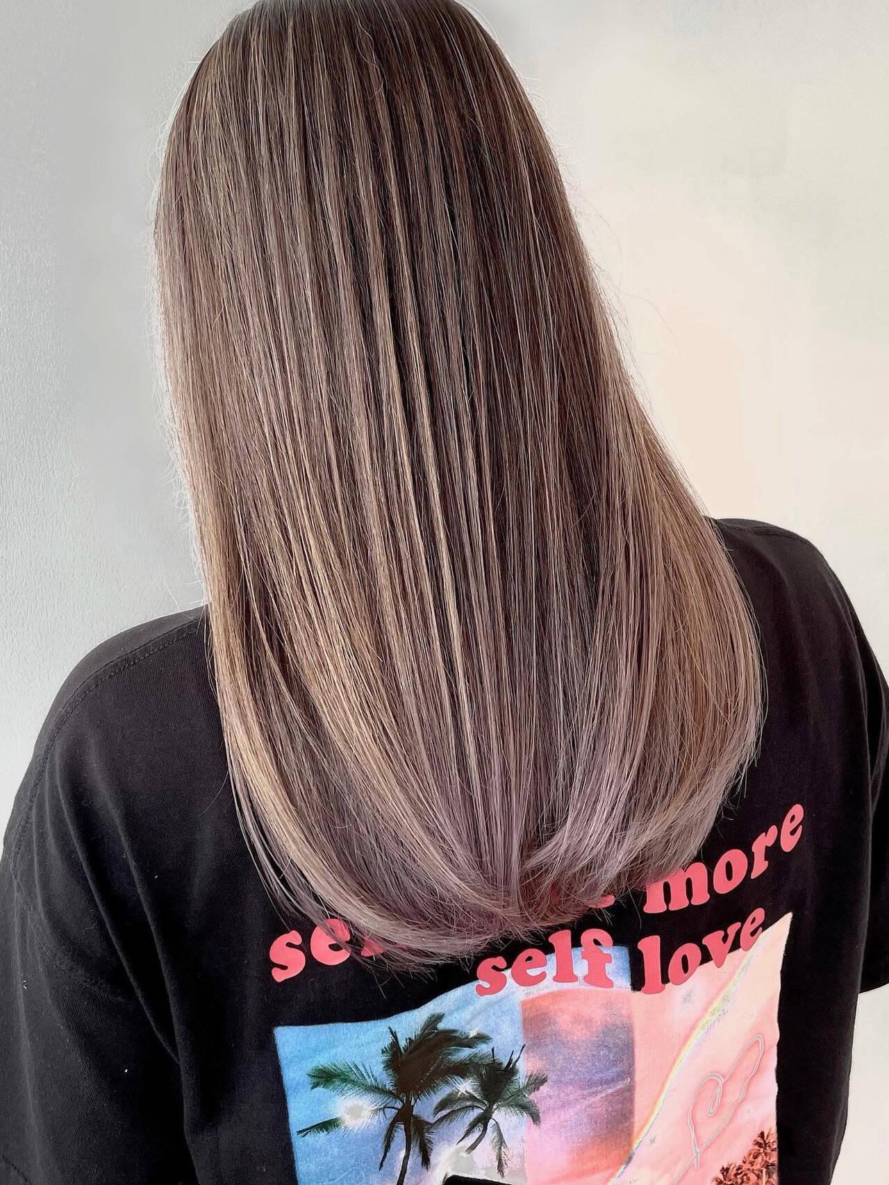 ホワイトベージュ バレイヤージュ ナチュラル 外国人風カラーヘアスタイルや髪型の写真・画像