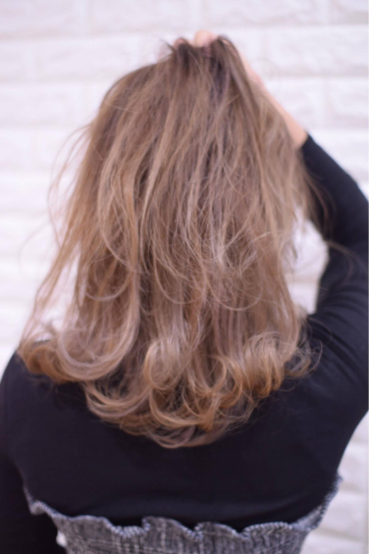 ハイトーンカラー ミディアム フェミニン アンニュイほつれヘアヘアスタイルや髪型の写真・画像