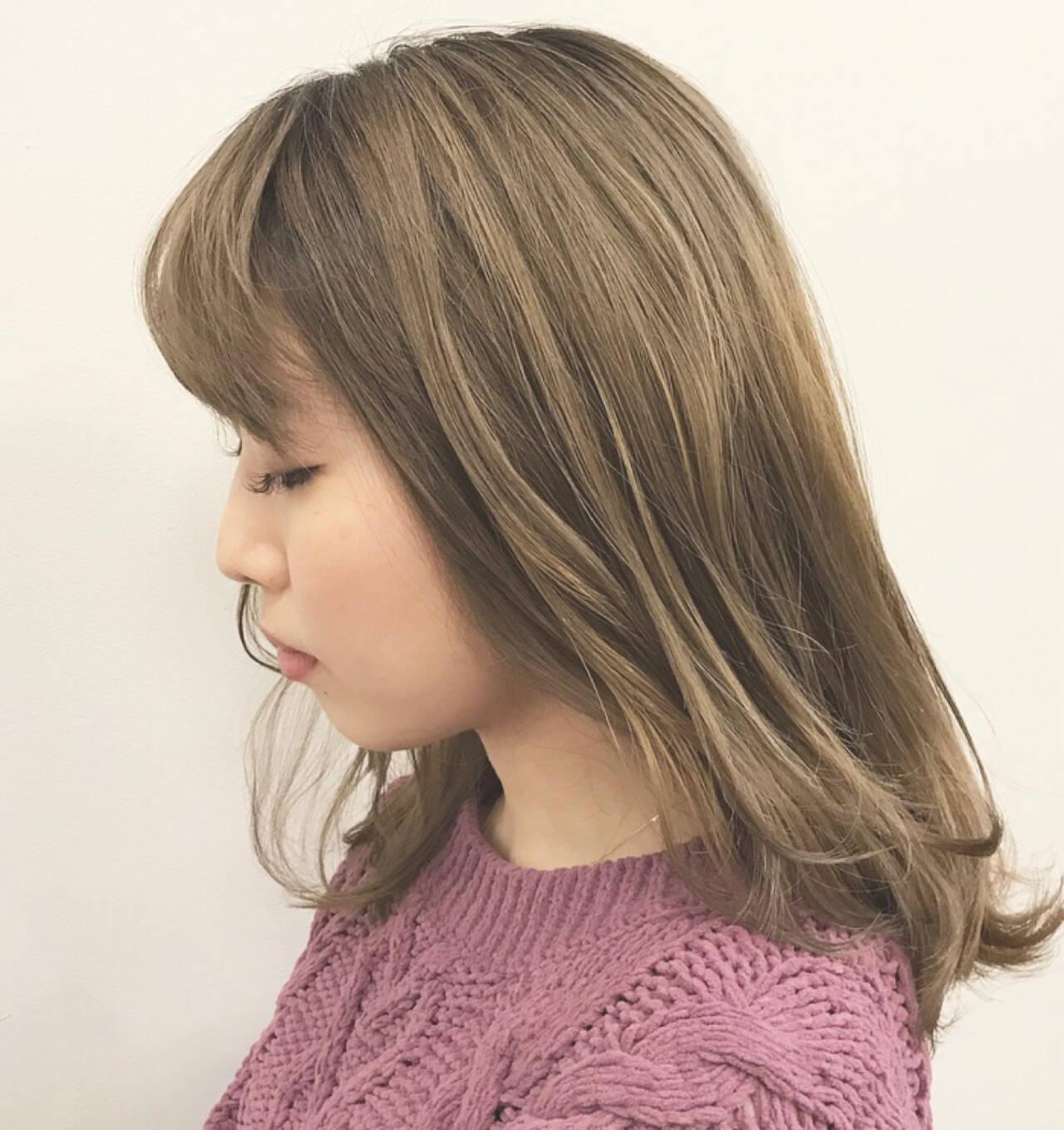 グレージュ ハイライト グラデーションカラー 外国人風カラーヘアスタイルや髪型の写真・画像