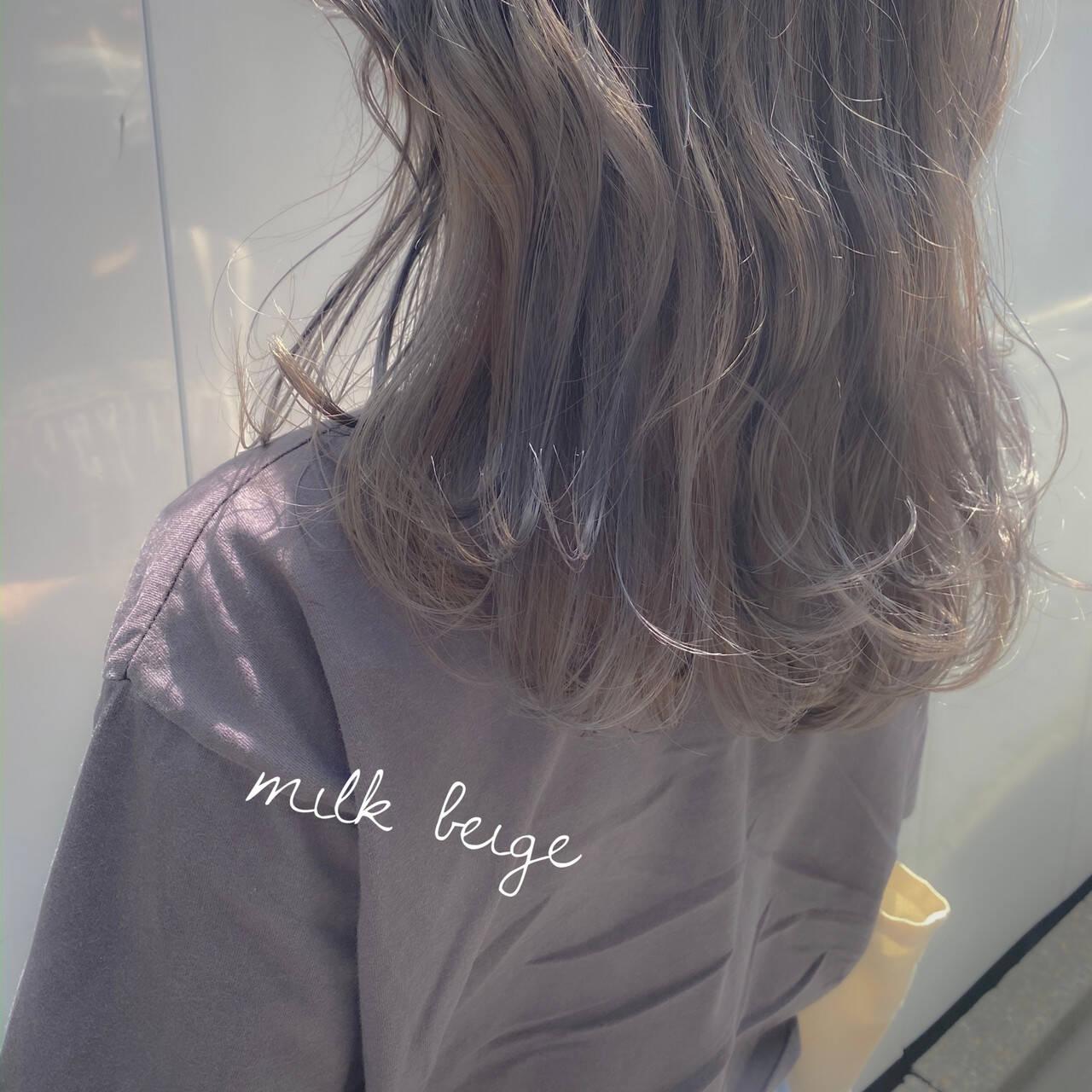 ミルクティーグレー ミルクティーアッシュ セミロング ミルクティーグレージュヘアスタイルや髪型の写真・画像