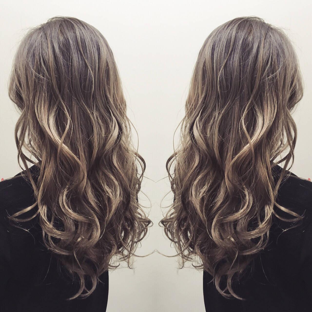 グラデーションカラー ガーリー ロング アッシュヘアスタイルや髪型の写真・画像