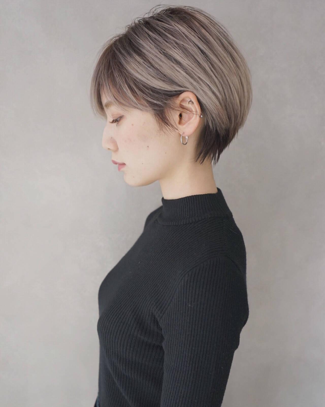 ミルクティー アッシュ ショート グレージュヘアスタイルや髪型の写真・画像