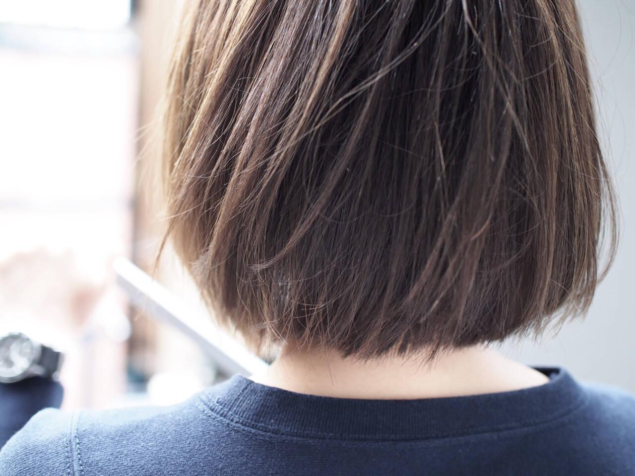 切りっぱなし アッシュベージュ ボブ ナチュラルヘアスタイルや髪型の写真・画像