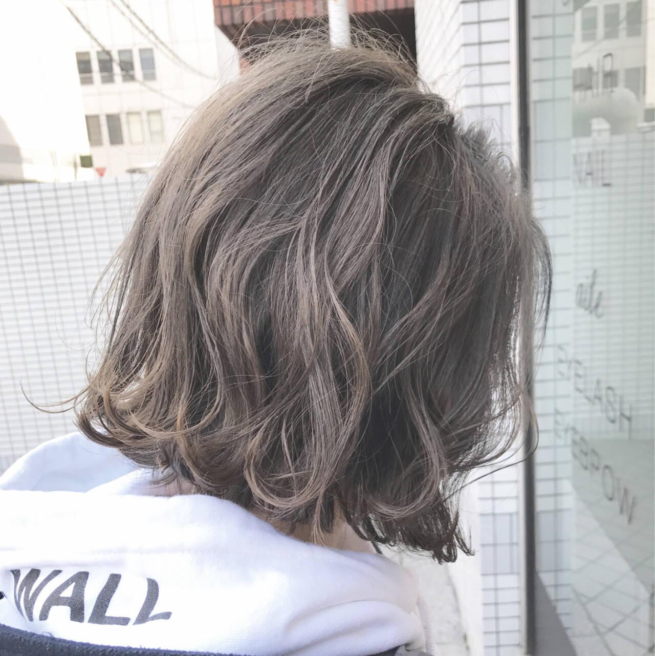 簡単ヘアアレンジ ナチュラル 切りっぱなし アッシュグレージュヘアスタイルや髪型の写真・画像