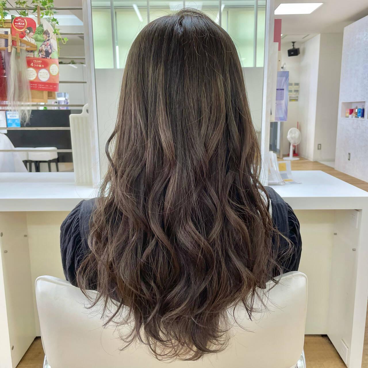 巻き髪 ロング ナチュラル ゆる巻きヘアスタイルや髪型の写真・画像