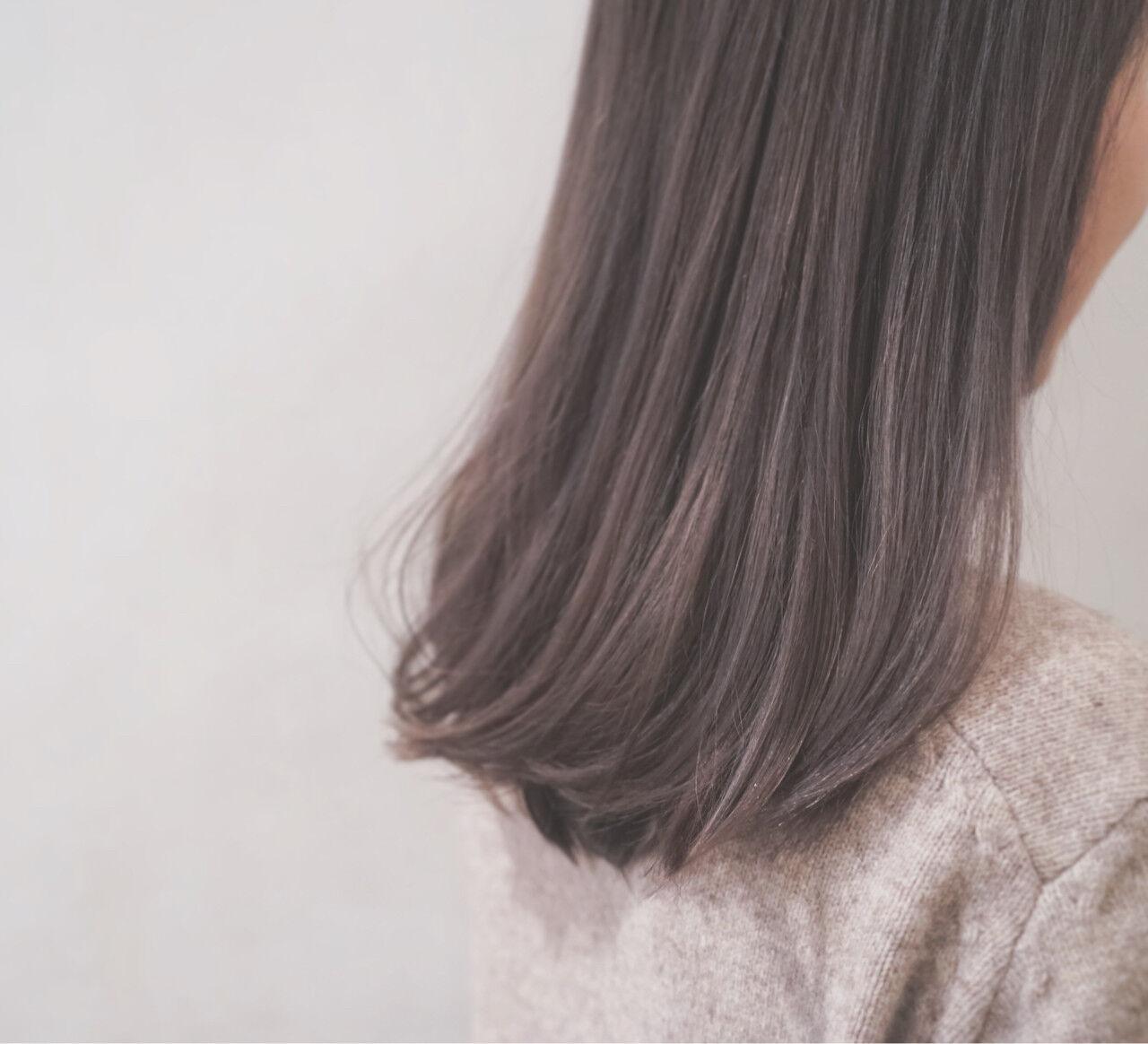 ハイトーン セミロング フェミニン ミルクティーヘアスタイルや髪型の写真・画像