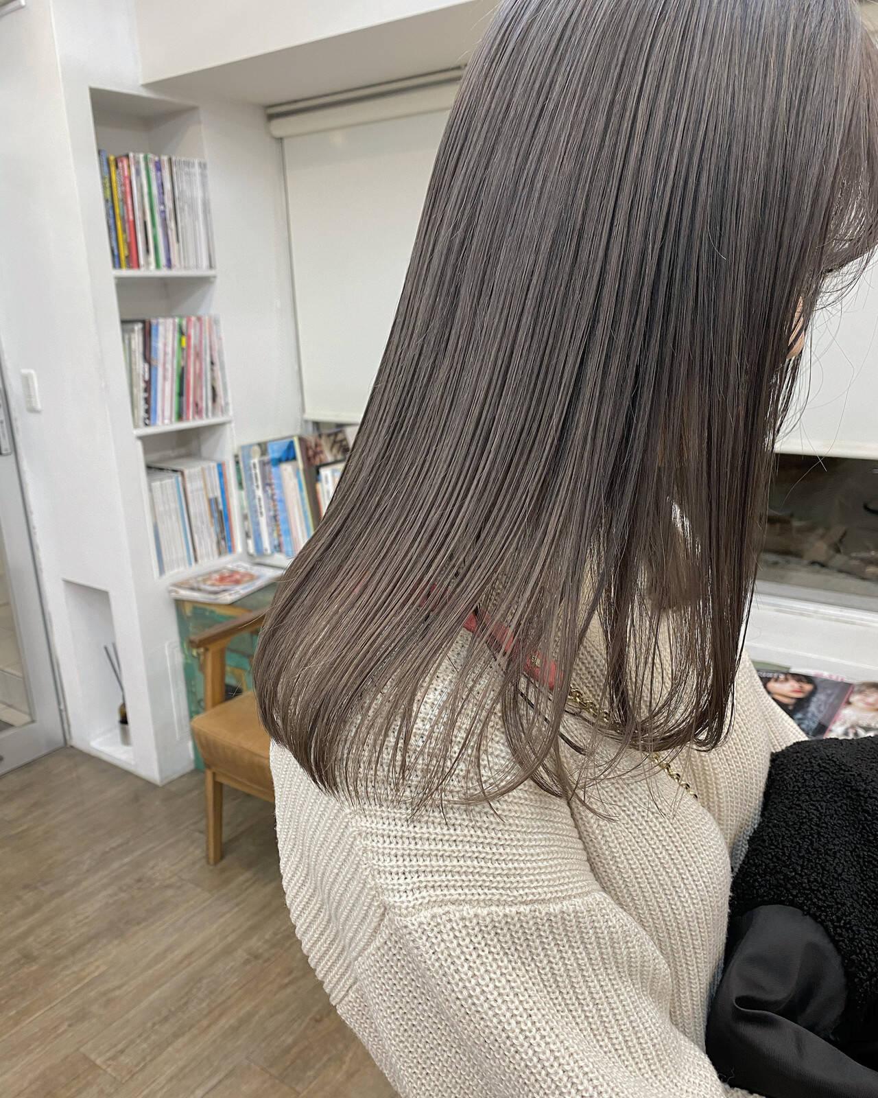 ナチュラル ミルクティーベージュ ラベンダーカラー ラベンダーグレージュヘアスタイルや髪型の写真・画像