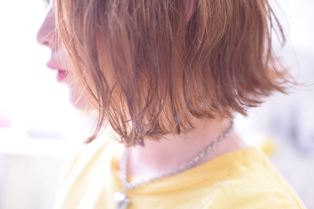 オレンジベージュ ボブ オレンジ 切りっぱなしボブヘアスタイルや髪型の写真・画像