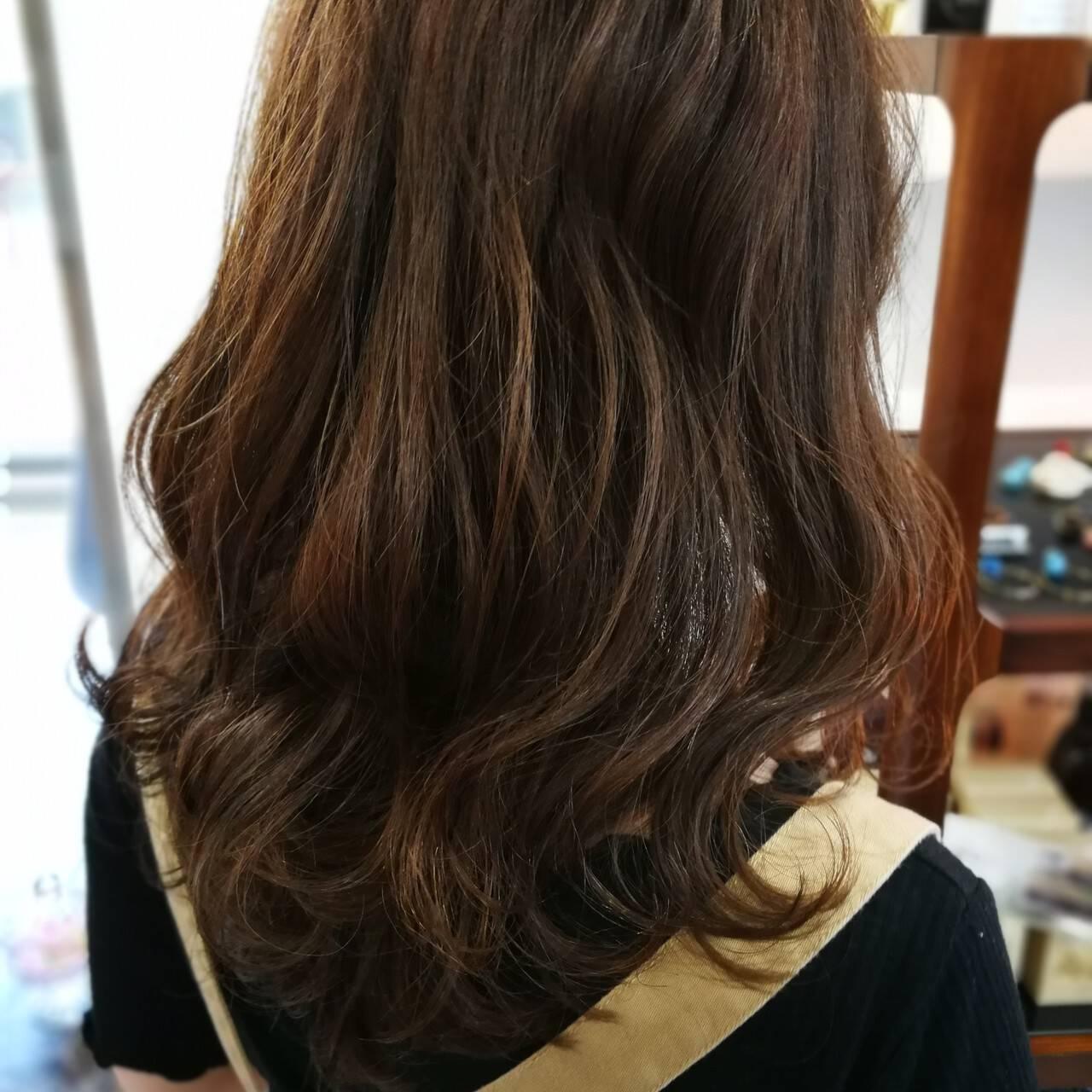 デート ミディアム ナチュラル スモーキーカラーヘアスタイルや髪型の写真・画像