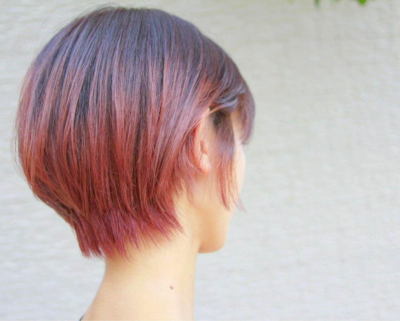 ピンク 透明感 レッド ショートボブヘアスタイルや髪型の写真・画像