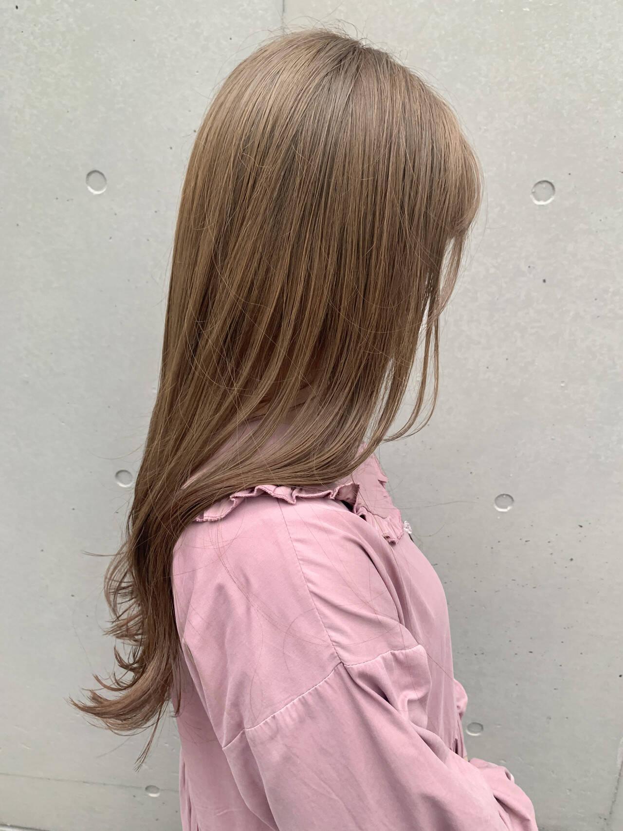 ハイトーンカラー ベージュ ミルクティーベージュ ロングヘアスタイルや髪型の写真・画像
