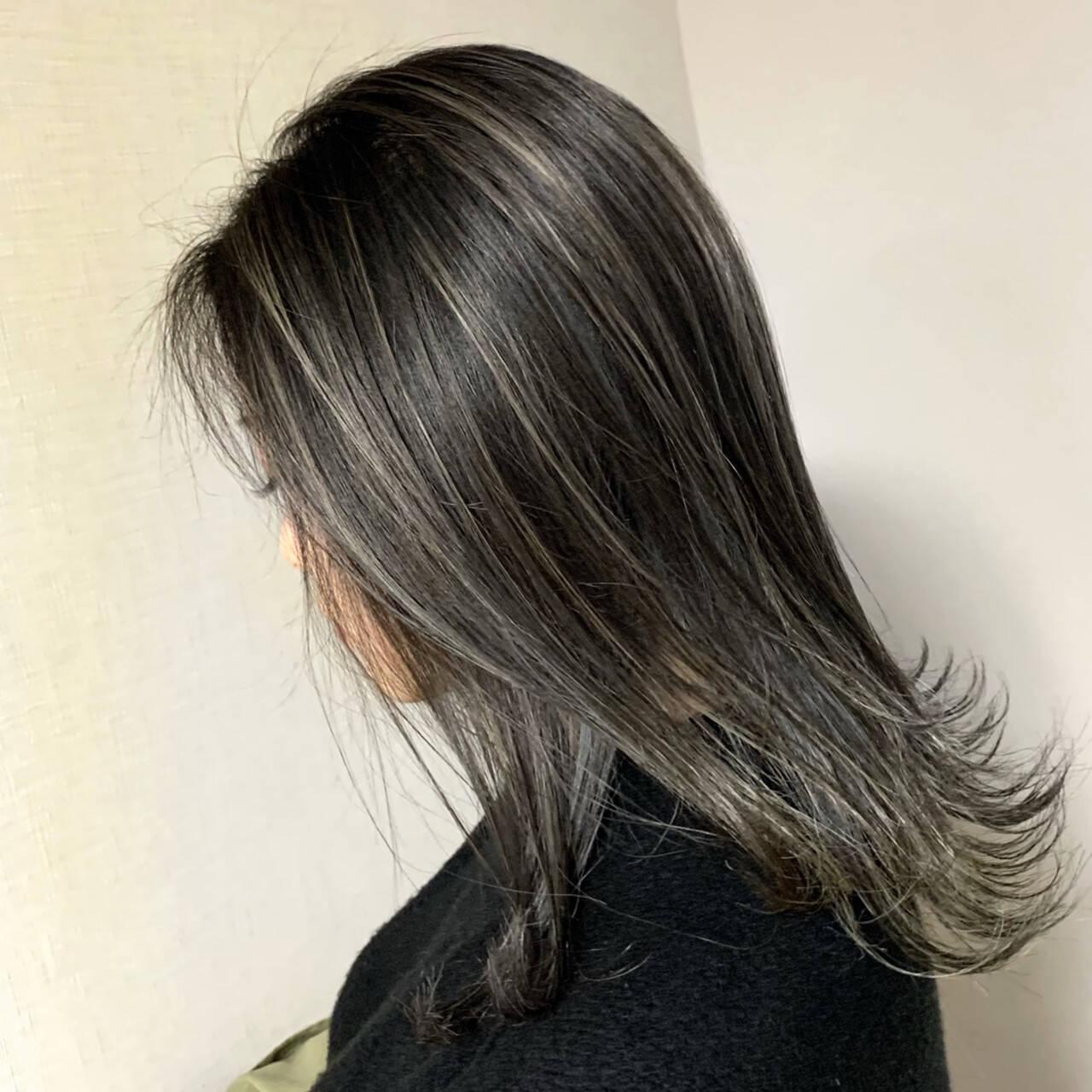 ミディアム グラデーションカラー ナチュラル ハイライトヘアスタイルや髪型の写真・画像