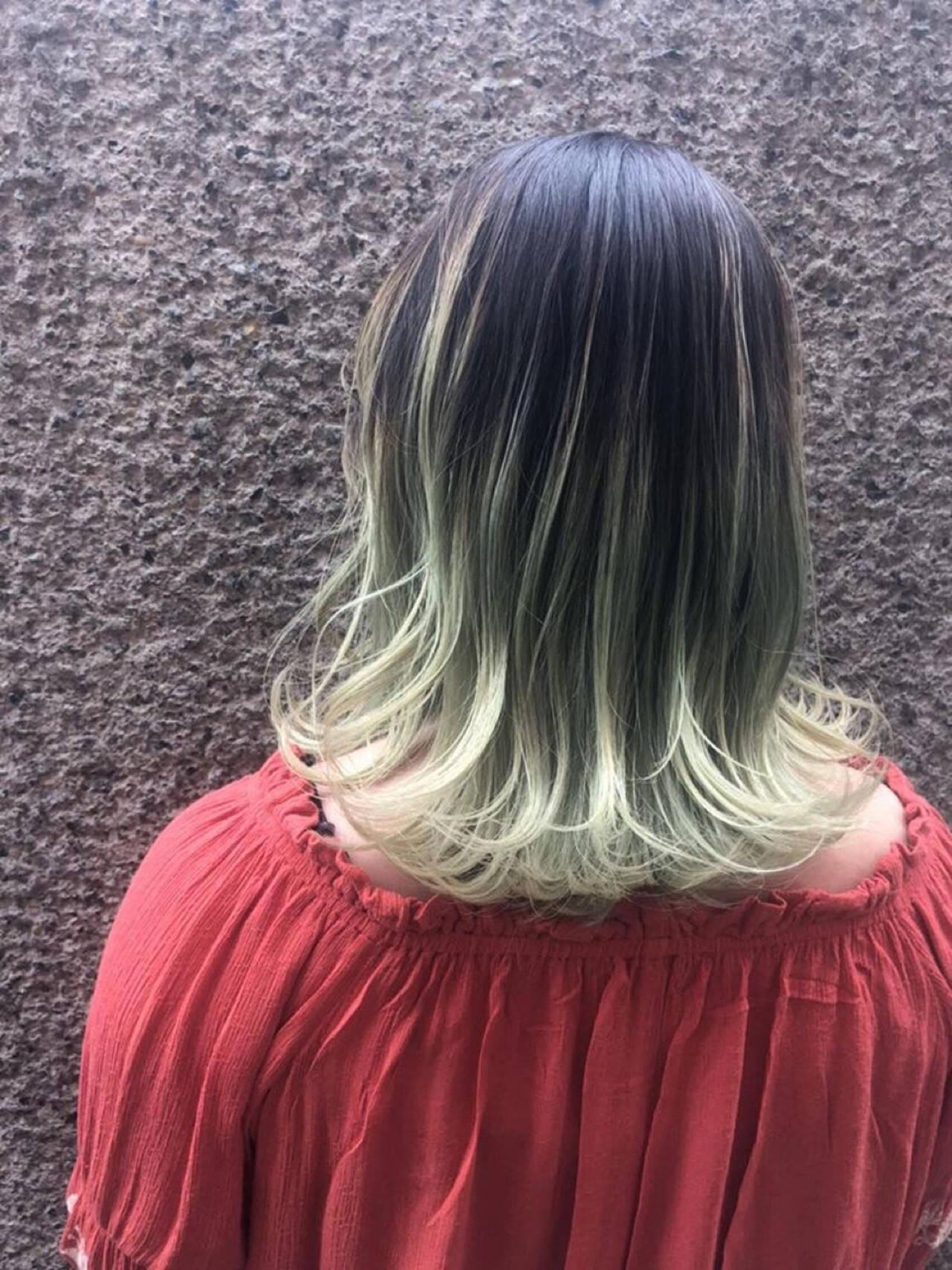 ガーリー アンニュイ 切りっぱなし グラデーションカラーヘアスタイルや髪型の写真・画像