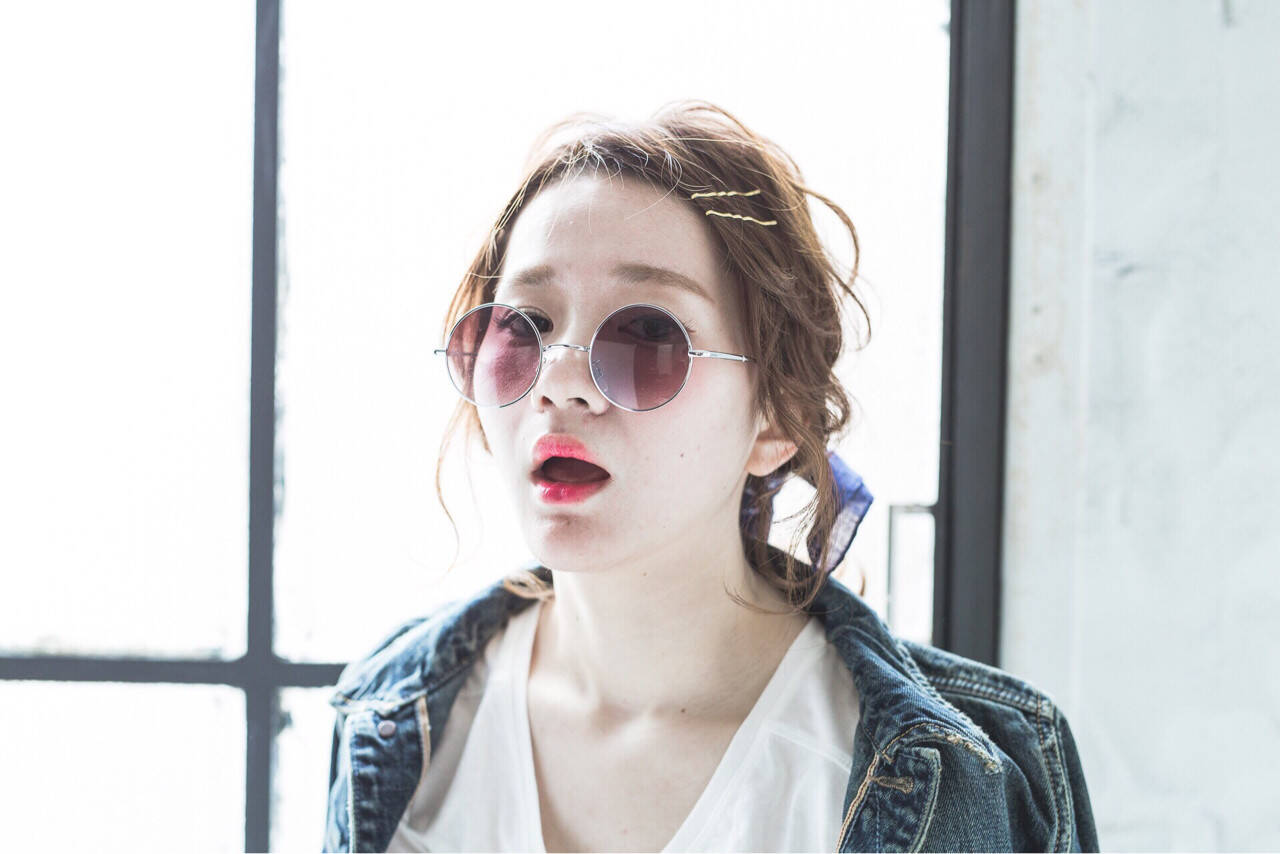 外国人風 ヘアアレンジ ストリート ミディアムヘアスタイルや髪型の写真・画像
