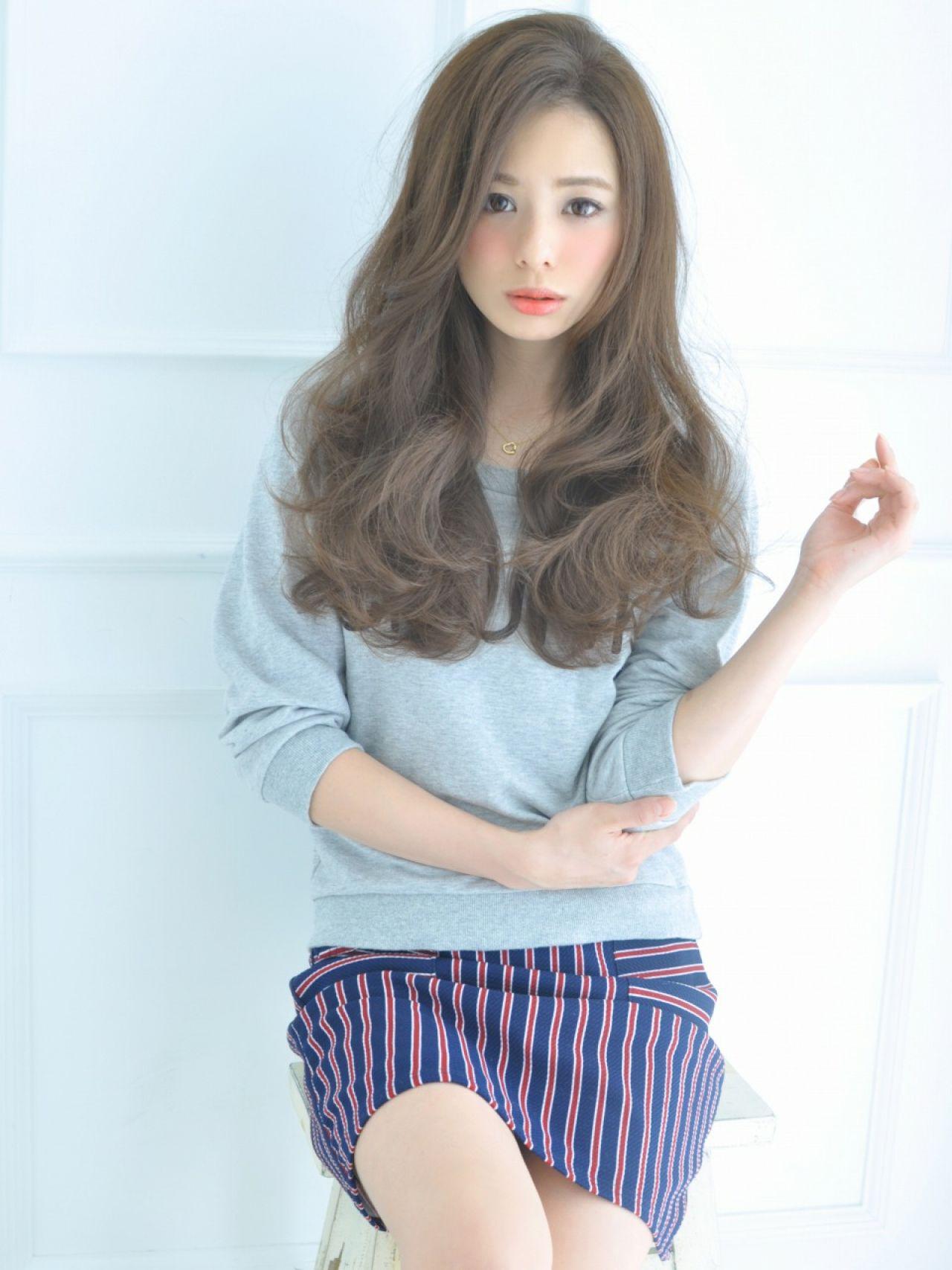 コンサバ フェミニン モード ウェーブヘアスタイルや髪型の写真・画像
