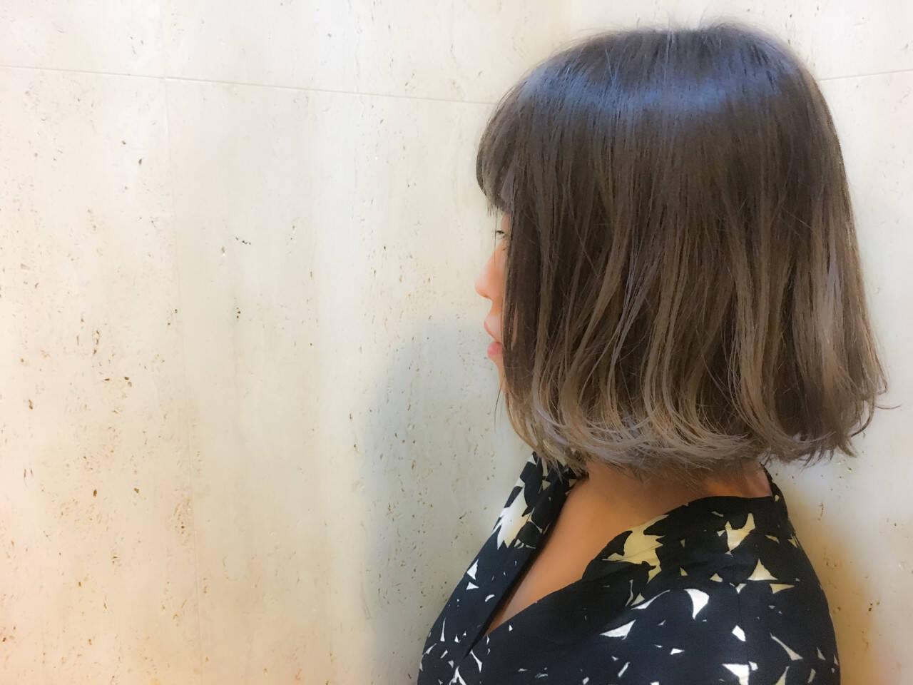 アッシュ シルバー ダブルカラー ボブヘアスタイルや髪型の写真・画像