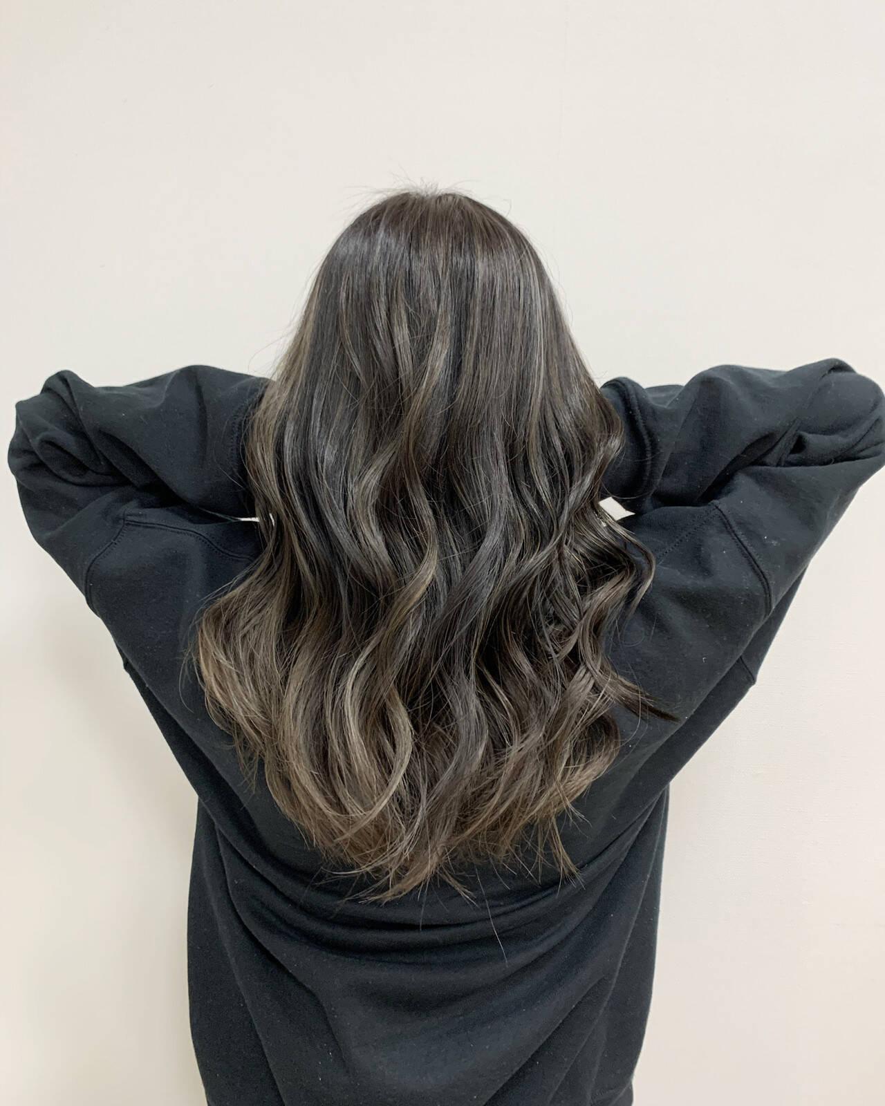 ハイライト セミロング 大人ハイライト グレージュヘアスタイルや髪型の写真・画像