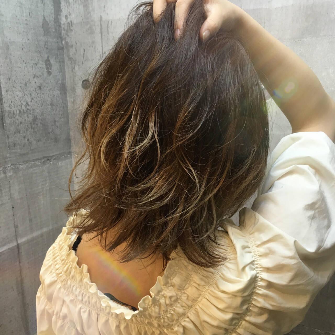 グラデーションカラー ハイライト ホワイト 外国人風カラーヘアスタイルや髪型の写真・画像