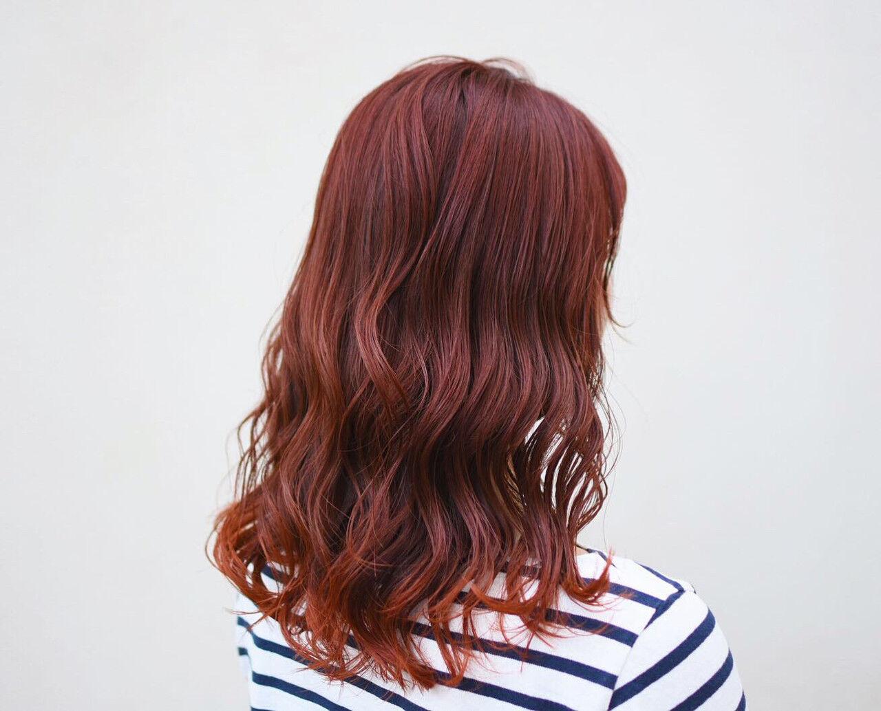 インナーカラー 裾カラー オレンジカラー セミロングヘアスタイルや髪型の写真・画像