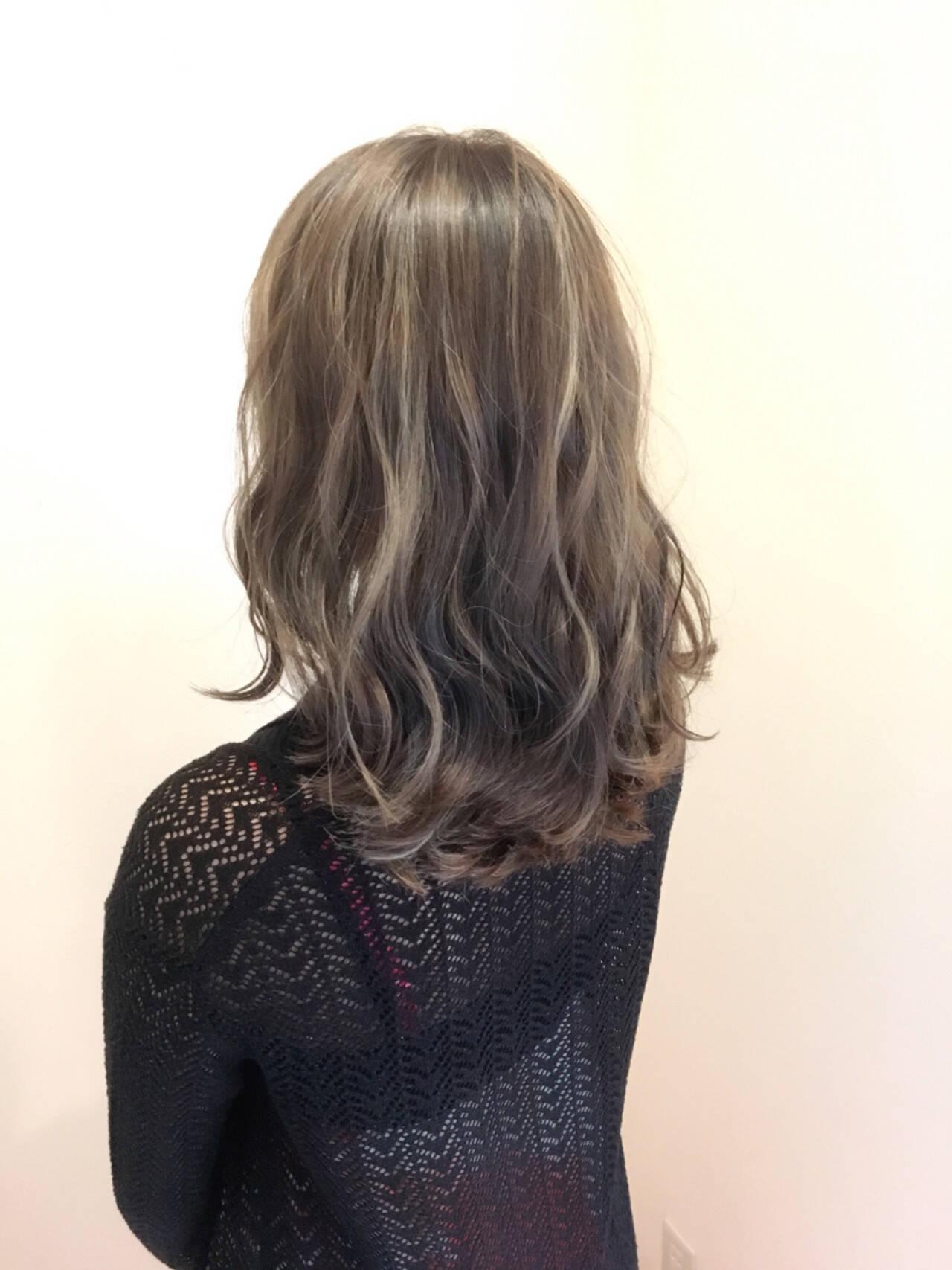 外国人風カラー 透明感 セミロング 波ウェーブヘアスタイルや髪型の写真・画像