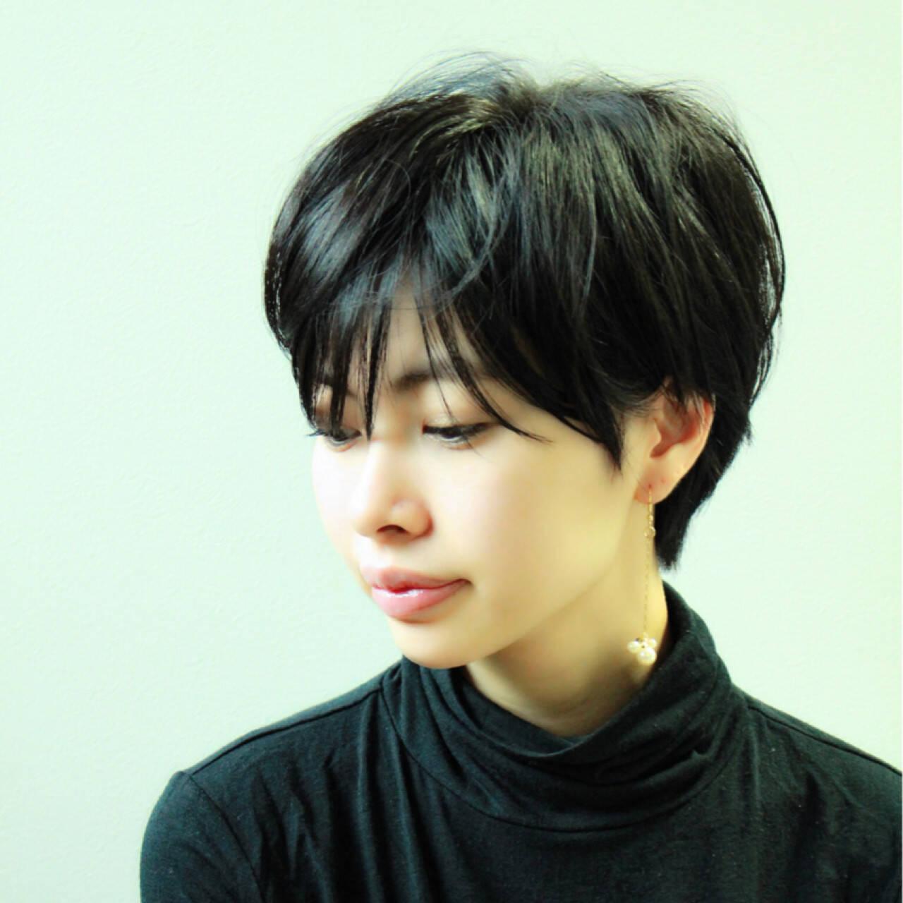 リラックス 大人かわいい ショート 黒髪ヘアスタイルや髪型の写真・画像