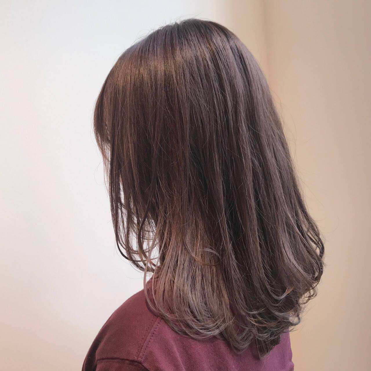 セミロング デート 透明感カラー ラベージュヘアスタイルや髪型の写真・画像