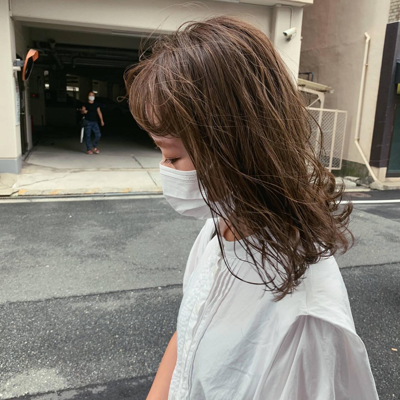 グレージュ ミルクティーグレージュ ナチュラル クリーミーカラーヘアスタイルや髪型の写真・画像