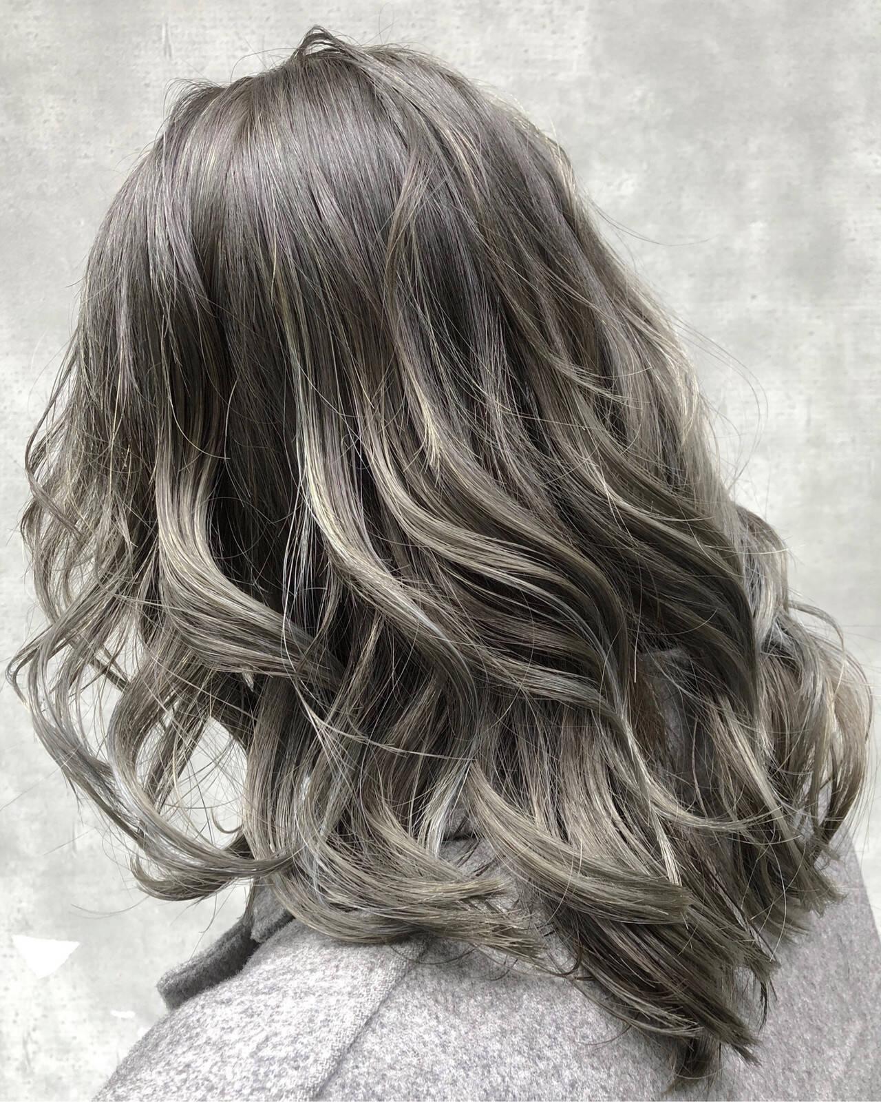 エレガント ハイライト アッシュグレージュ 簡単ヘアアレンジヘアスタイルや髪型の写真・画像