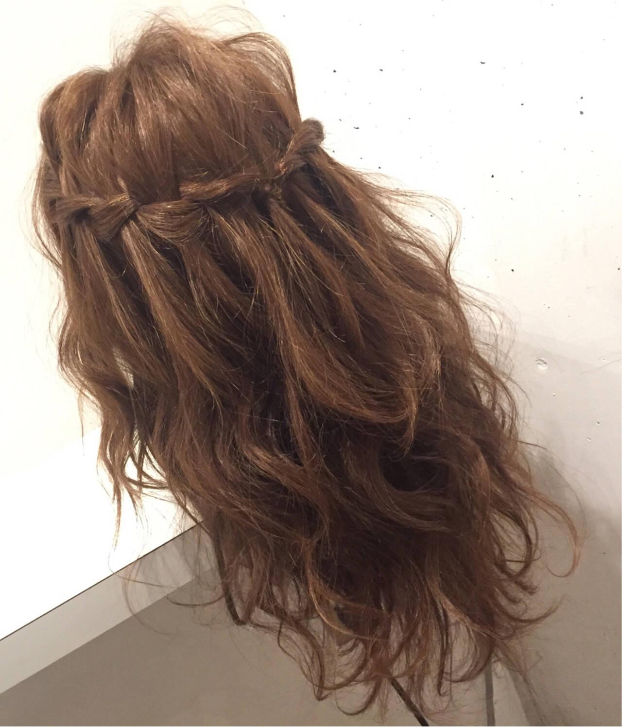セミロング 簡単ヘアアレンジ 編み込み フェミニンヘアスタイルや髪型の写真・画像
