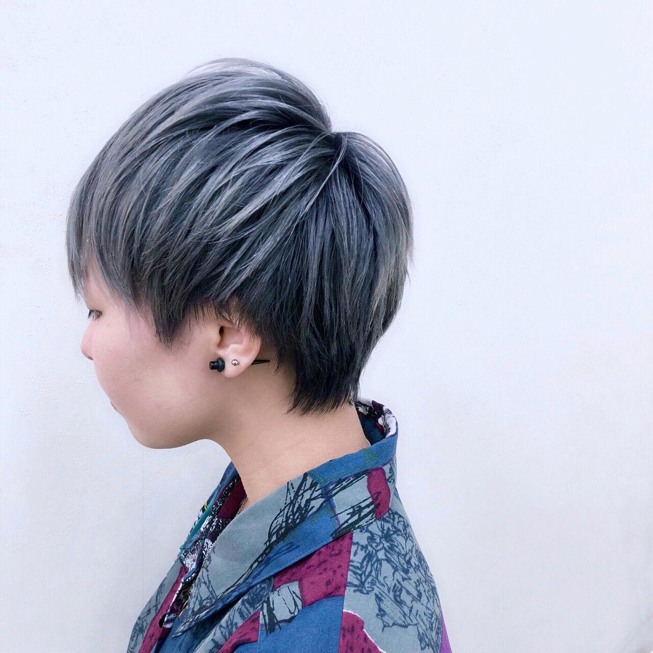 ブルー パープル ショート グレーヘアスタイルや髪型の写真・画像