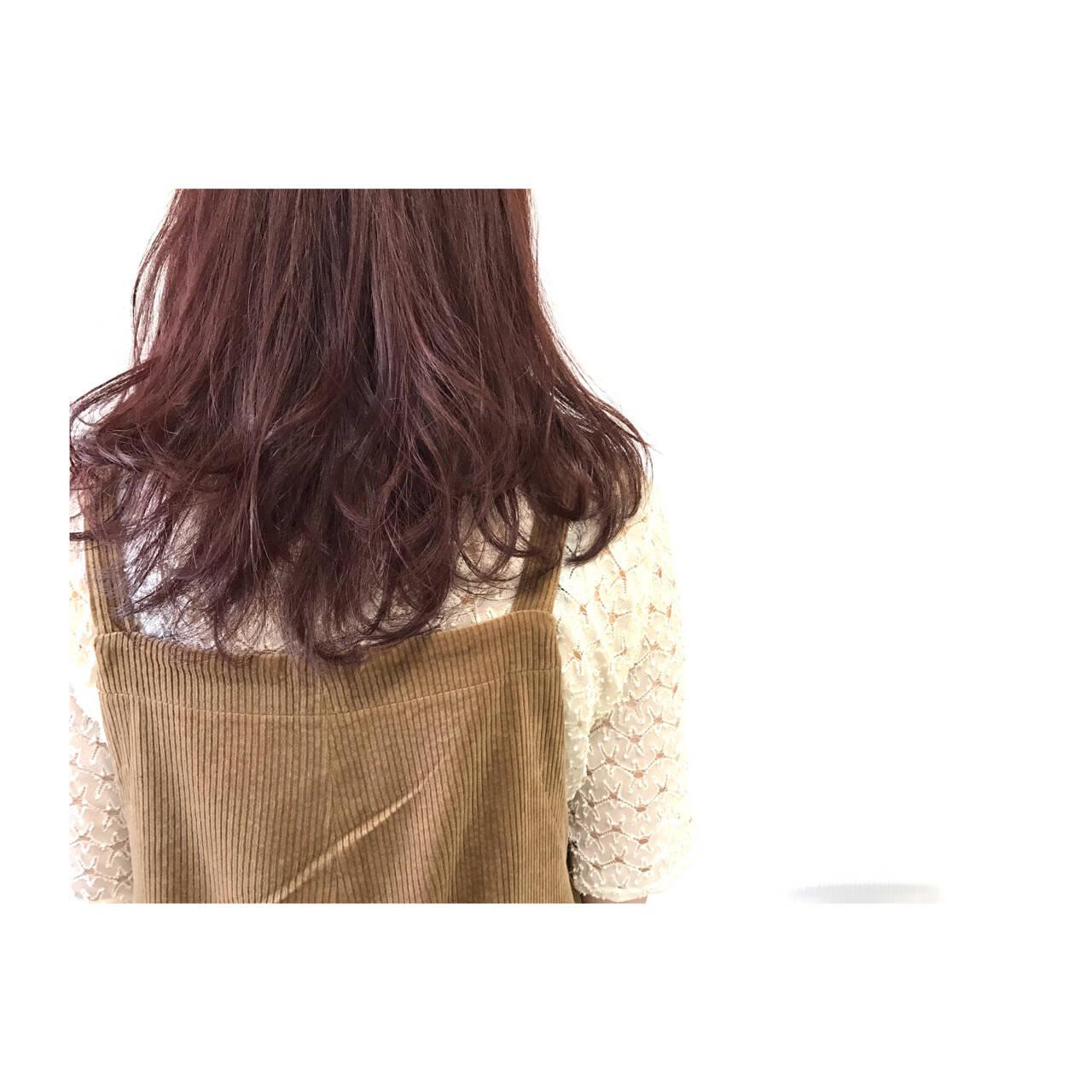 レッド セミロング フェミニン 透明感ヘアスタイルや髪型の写真・画像