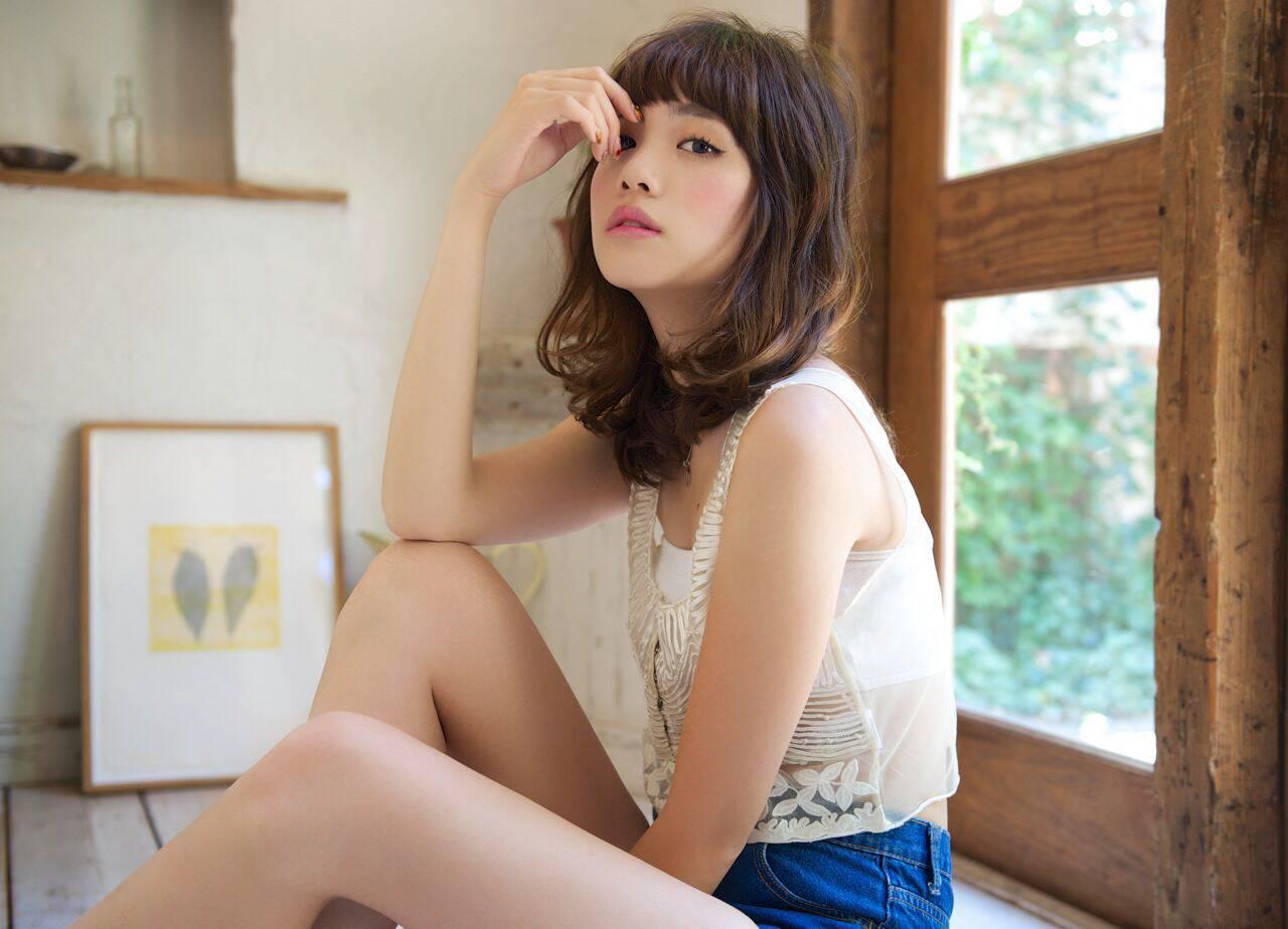 夏 オン眉 セミロング ヴィンテージヘアスタイルや髪型の写真・画像