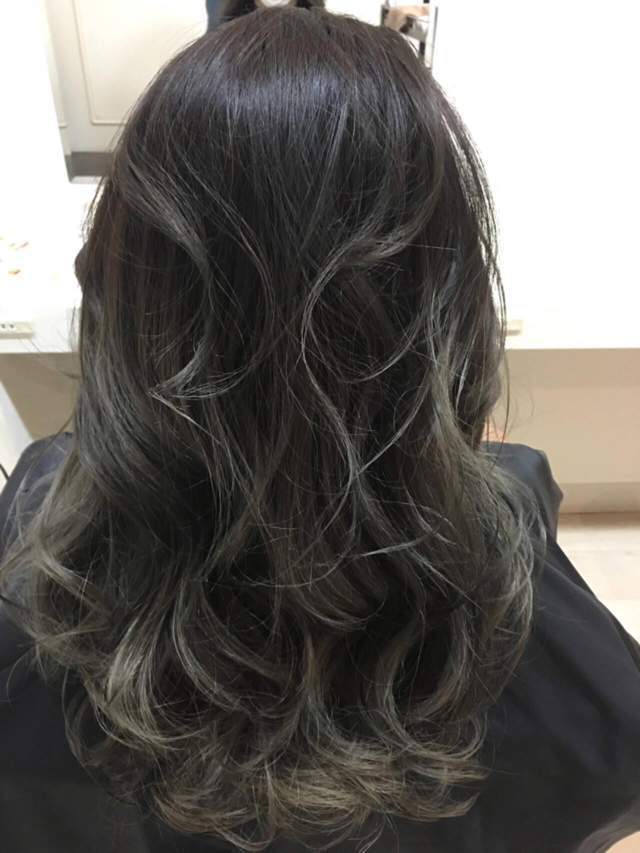 ハイライト 外国人風 ナチュラル 暗髪ヘアスタイルや髪型の写真・画像